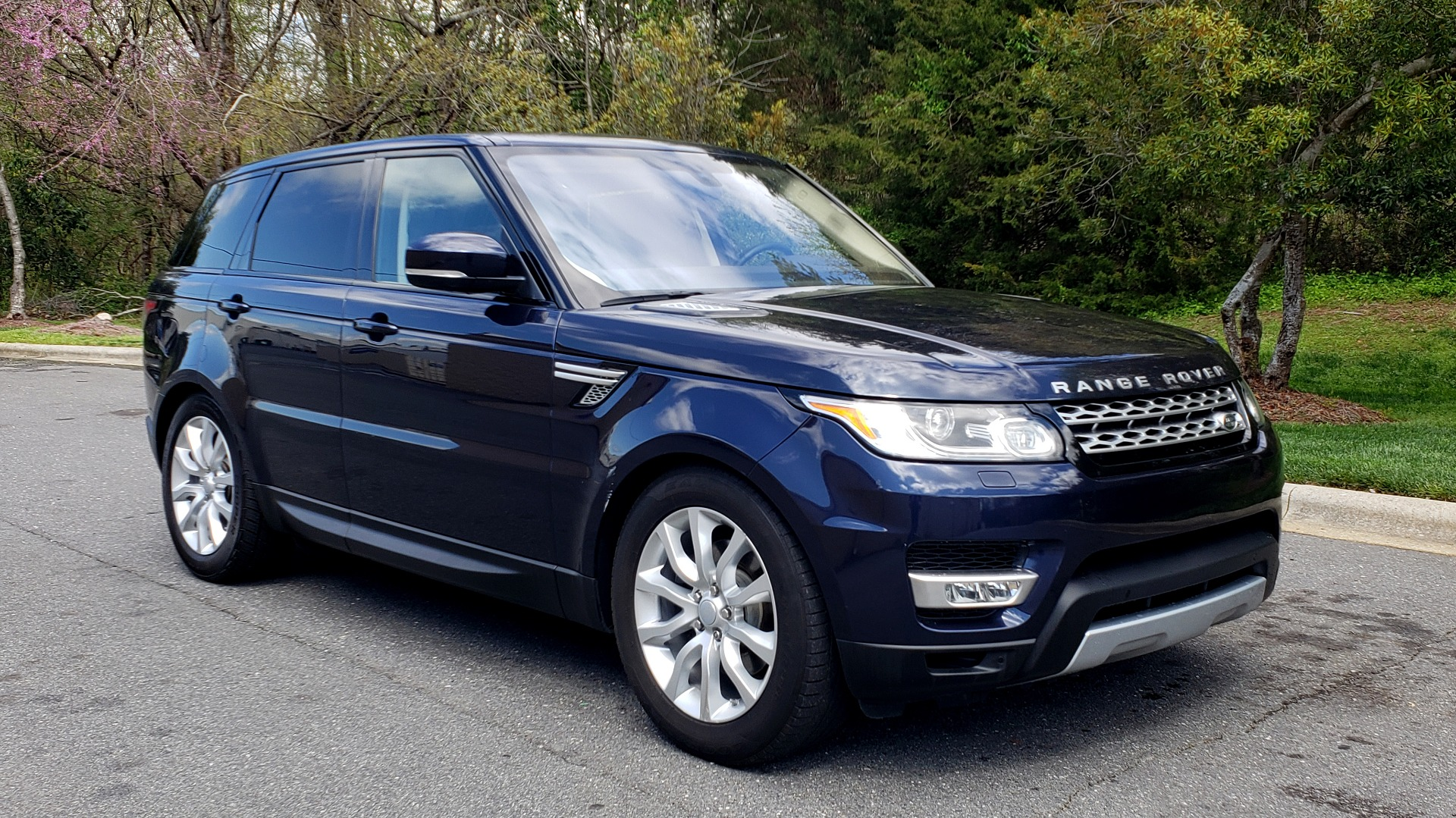 Used 2016 Land Rover RANGE ROVER SPORT SC V6 HSE / 4WD / NAV / PANO-ROOF / REARVIEW / CLIMATE & VISIBILITY for sale Sold at Formula Imports in Charlotte NC 28227 4