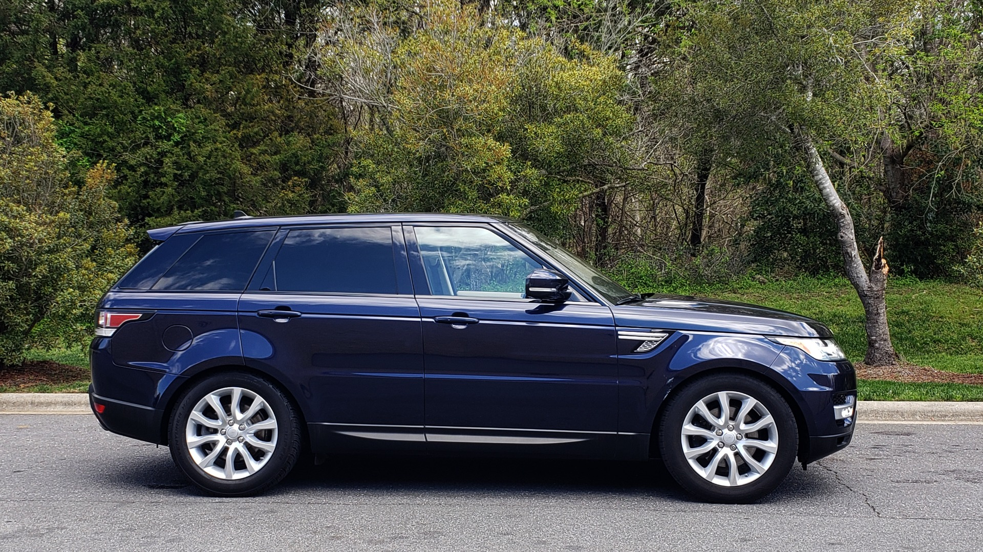 Used 2016 Land Rover RANGE ROVER SPORT SC V6 HSE / 4WD / NAV / PANO-ROOF / REARVIEW / CLIMATE & VISIBILITY for sale Sold at Formula Imports in Charlotte NC 28227 5