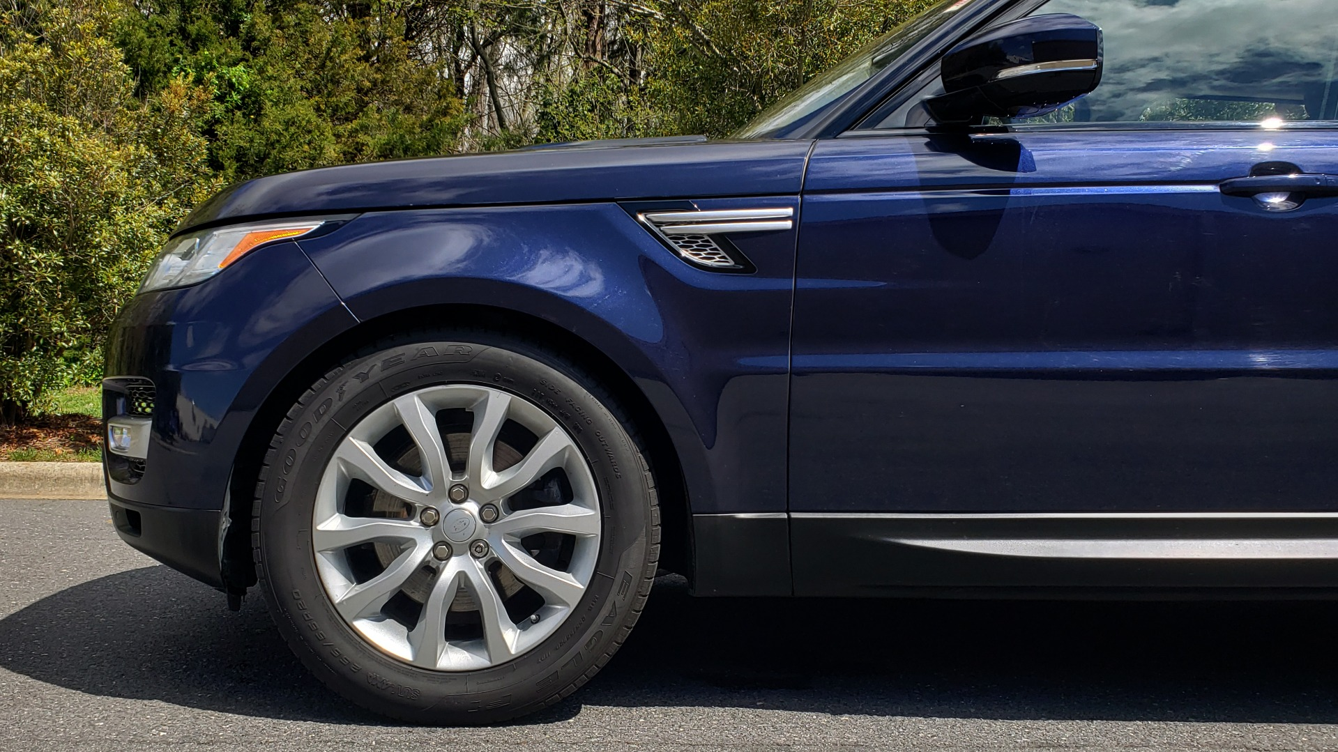 Used 2016 Land Rover RANGE ROVER SPORT SC V6 HSE / 4WD / NAV / PANO-ROOF / REARVIEW / CLIMATE & VISIBILITY for sale Sold at Formula Imports in Charlotte NC 28227 83