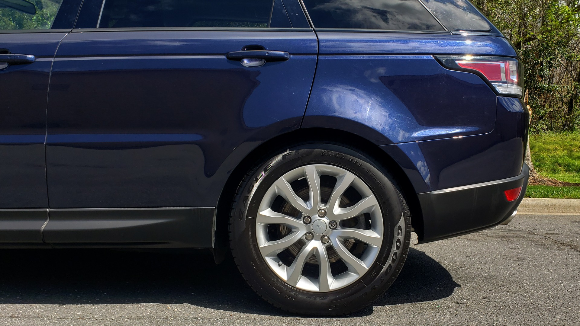 Used 2016 Land Rover RANGE ROVER SPORT SC V6 HSE / 4WD / NAV / PANO-ROOF / REARVIEW / CLIMATE & VISIBILITY for sale Sold at Formula Imports in Charlotte NC 28227 84