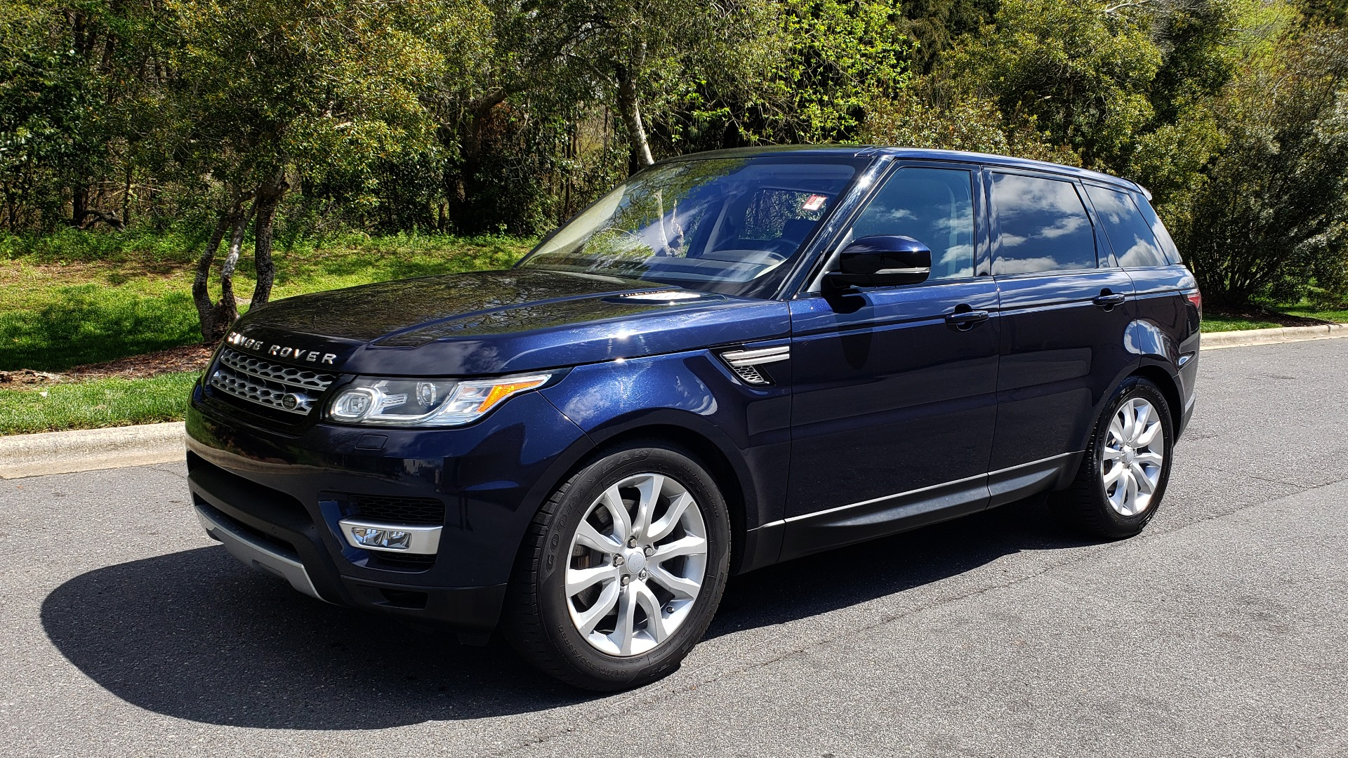 Used 2016 Land Rover RANGE ROVER SPORT SC V6 HSE / 4WD / NAV / PANO-ROOF / REARVIEW / CLIMATE & VISIBILITY for sale Sold at Formula Imports in Charlotte NC 28227 1