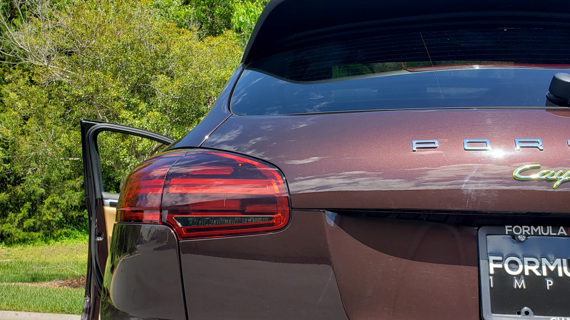 Used 2017 Porsche CAYENNE S E-HYBRID PLATINUM EDITION for sale Sold at Formula Imports in Charlotte NC 28227 31