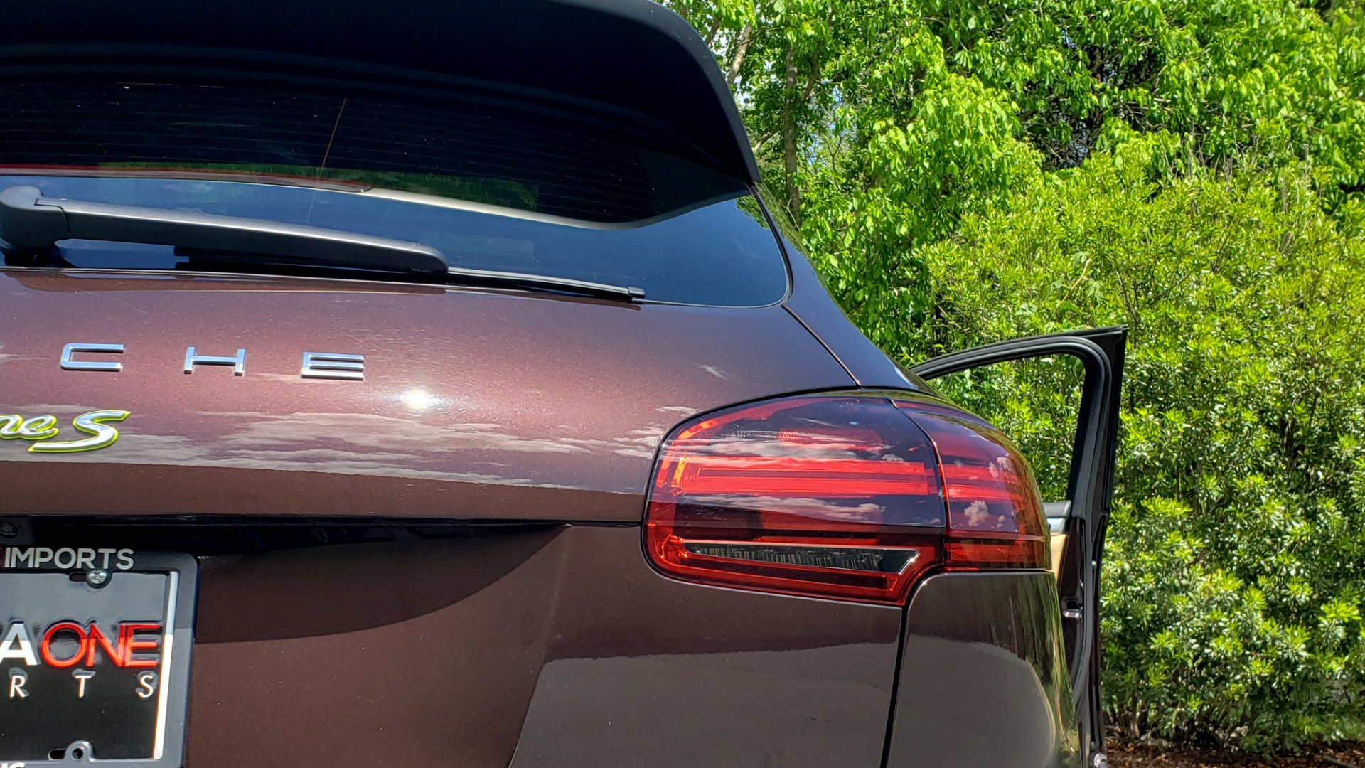 Used 2017 Porsche CAYENNE S E-HYBRID PLATINUM EDITION for sale Sold at Formula Imports in Charlotte NC 28227 32