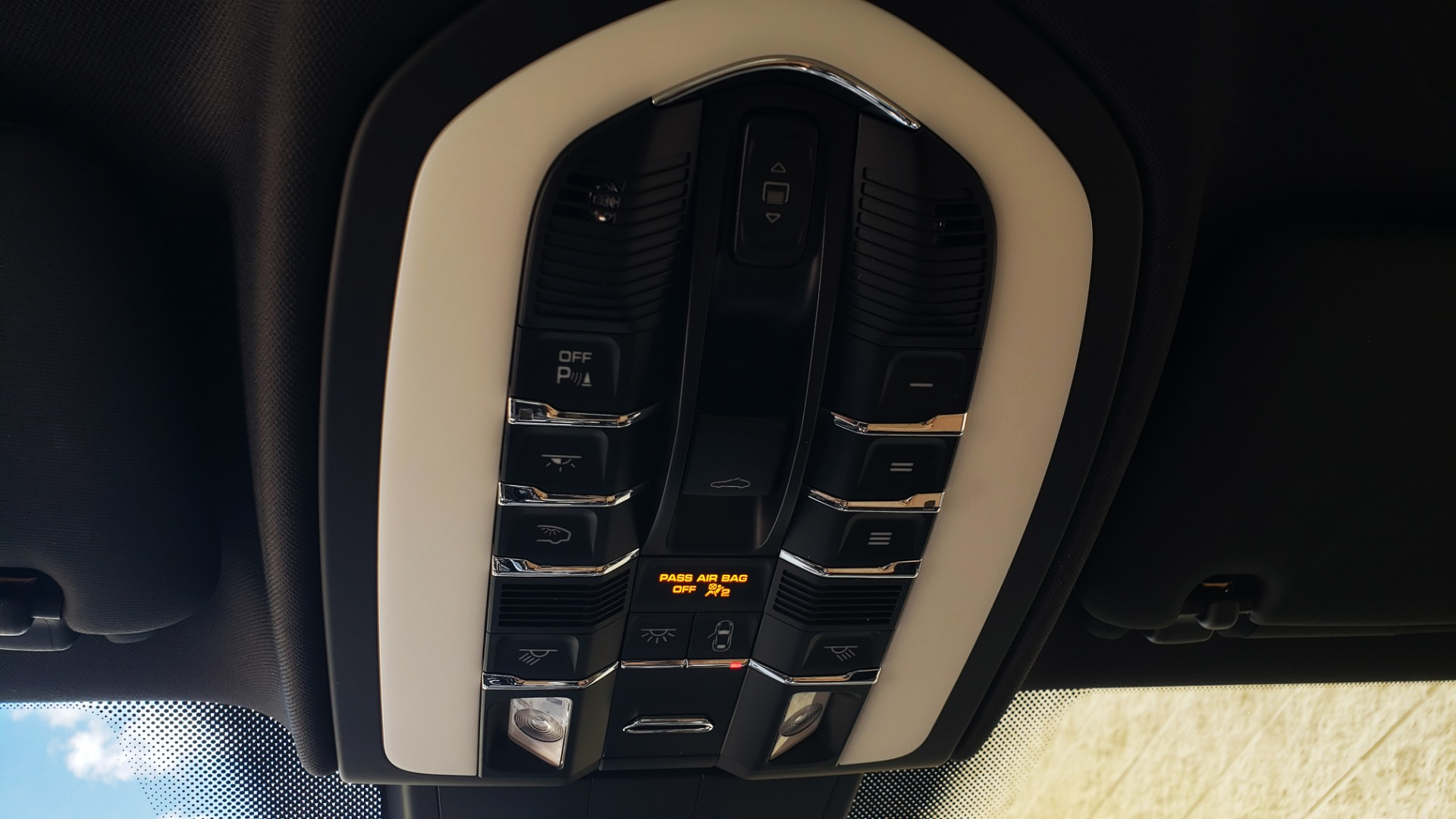 Used 2017 Porsche CAYENNE S E-HYBRID PLATINUM EDITION for sale Sold at Formula Imports in Charlotte NC 28227 61