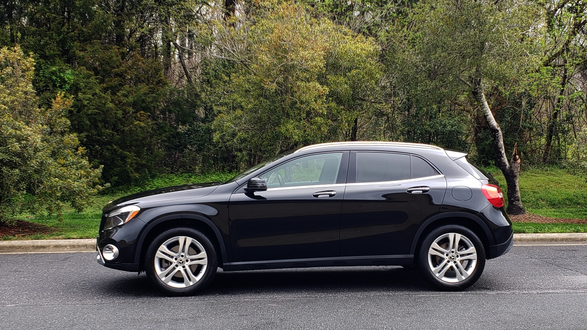 Used 2018 Mercedes-Benz GLA 250 4MATIC / PREMIUM / CONV PKG / NAV / PANO-ROOF for sale Sold at Formula Imports in Charlotte NC 28227 2