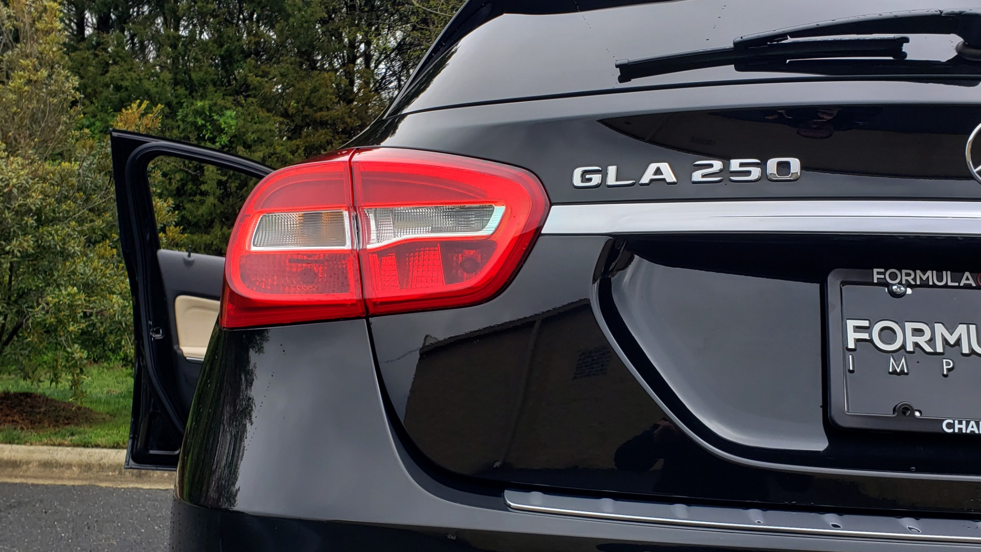 Used 2018 Mercedes-Benz GLA 250 4MATIC / PREMIUM / CONV PKG / NAV / PANO-ROOF for sale Sold at Formula Imports in Charlotte NC 28227 29