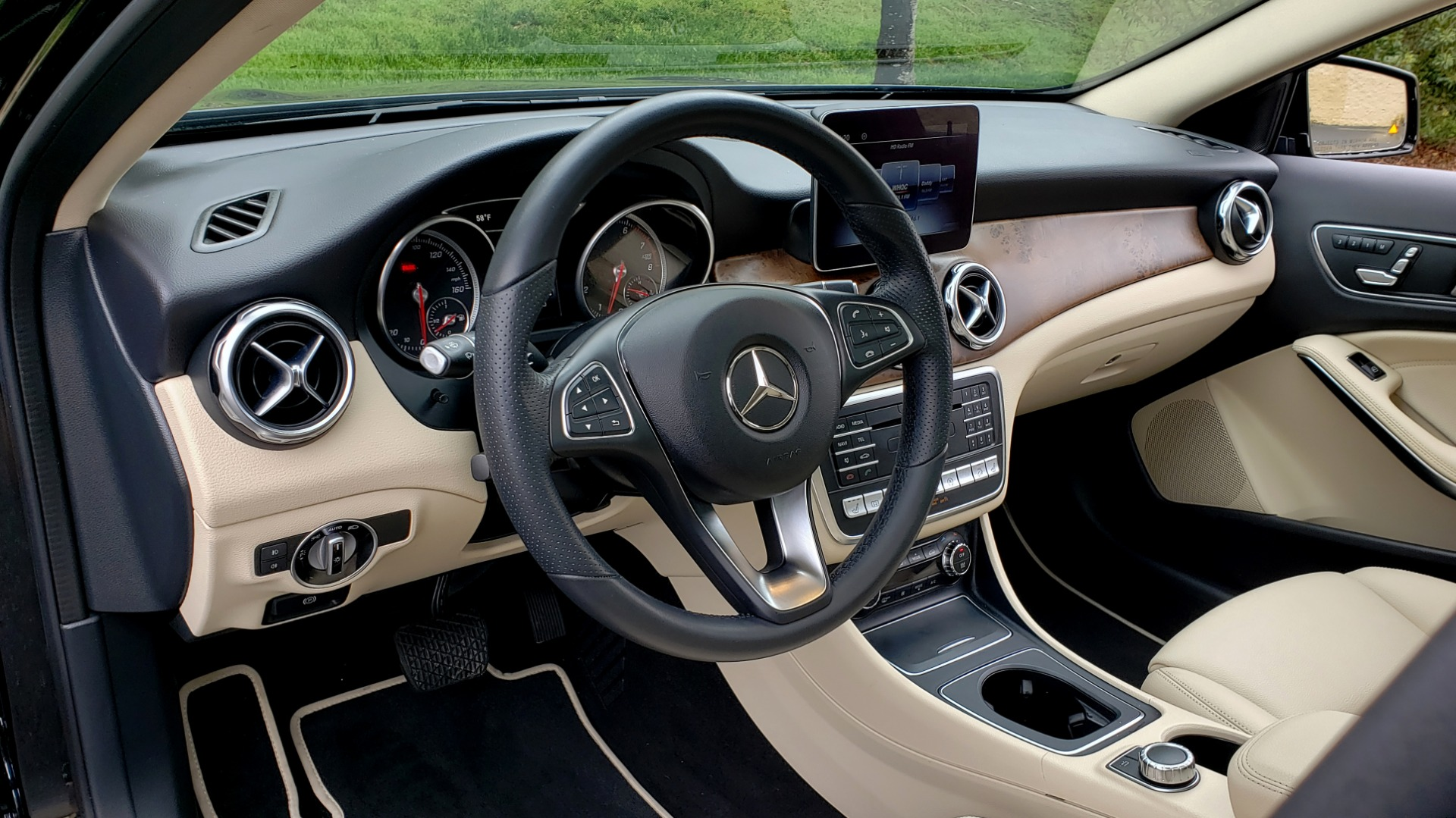 Used 2018 Mercedes-Benz GLA 250 4MATIC / PREMIUM / CONV PKG / NAV / PANO-ROOF for sale Sold at Formula Imports in Charlotte NC 28227 36