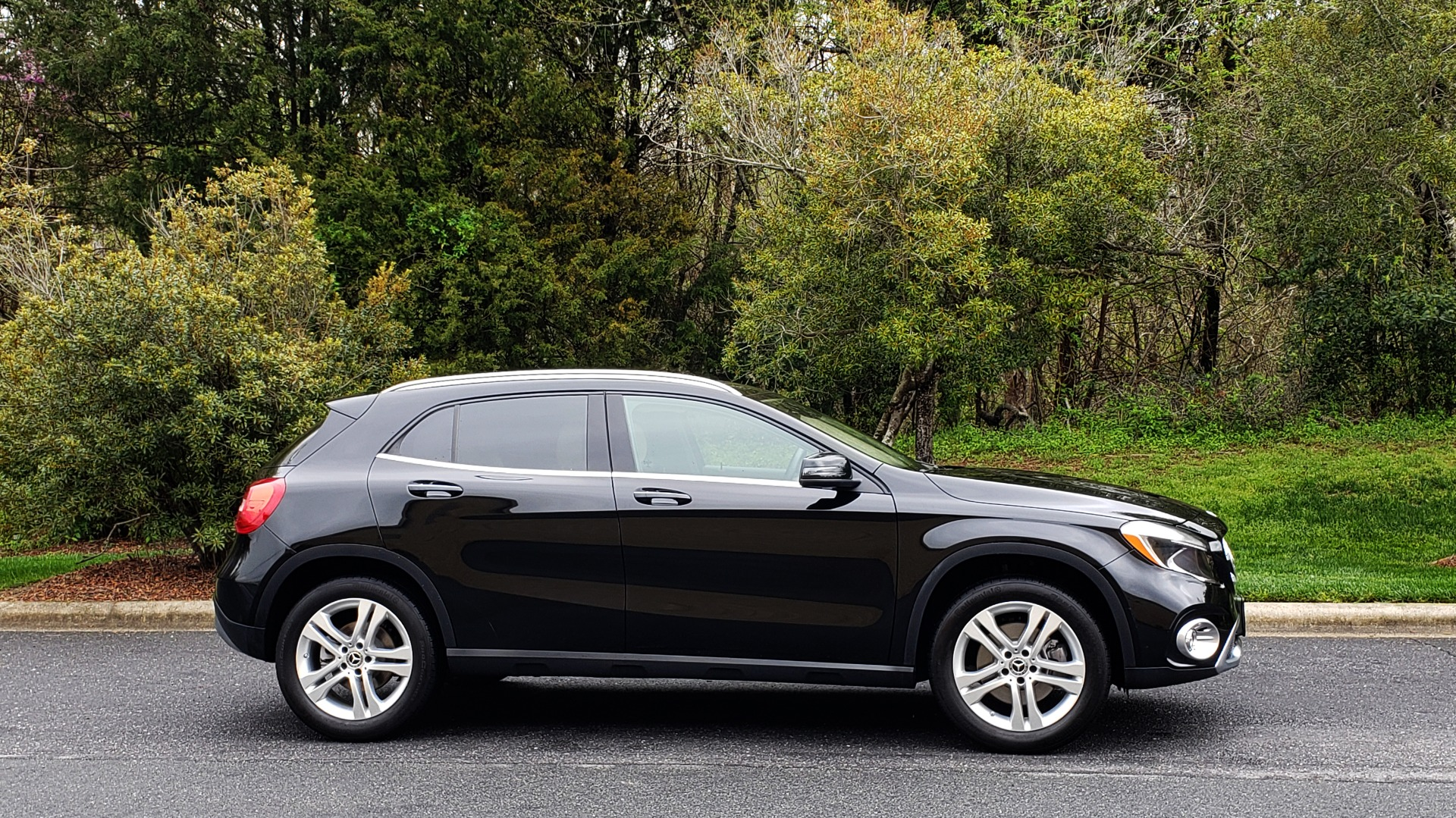 Used 2018 Mercedes-Benz GLA 250 4MATIC / PREMIUM / CONV PKG / NAV / PANO-ROOF for sale Sold at Formula Imports in Charlotte NC 28227 5