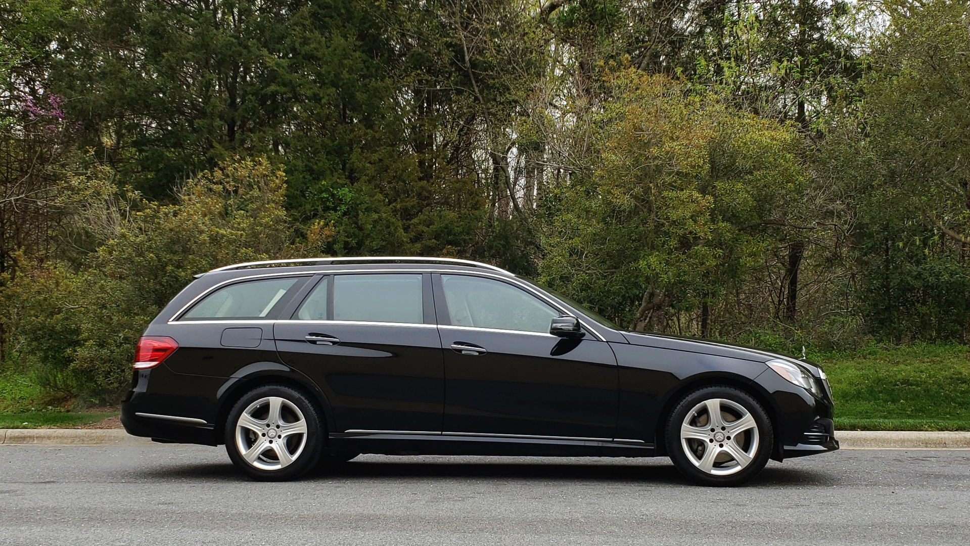 Used 2014 Mercedes-Benz E-Class E 350 4MATIC PREMIUM / NAV / SUNROOF / REARVIEW / 3-ROW for sale Sold at Formula Imports in Charlotte NC 28227 5