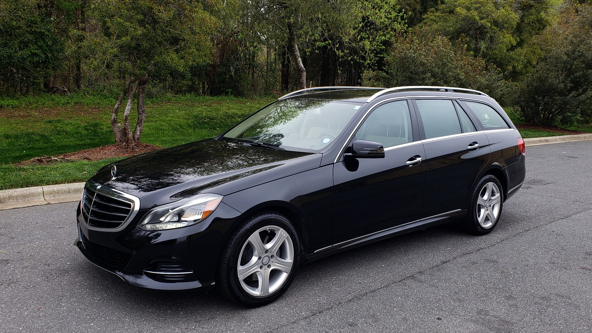 Used 2014 Mercedes-Benz E-Class E 350 4MATIC PREMIUM / NAV / SUNROOF / REARVIEW / 3-ROW for sale Sold at Formula Imports in Charlotte NC 28227 1