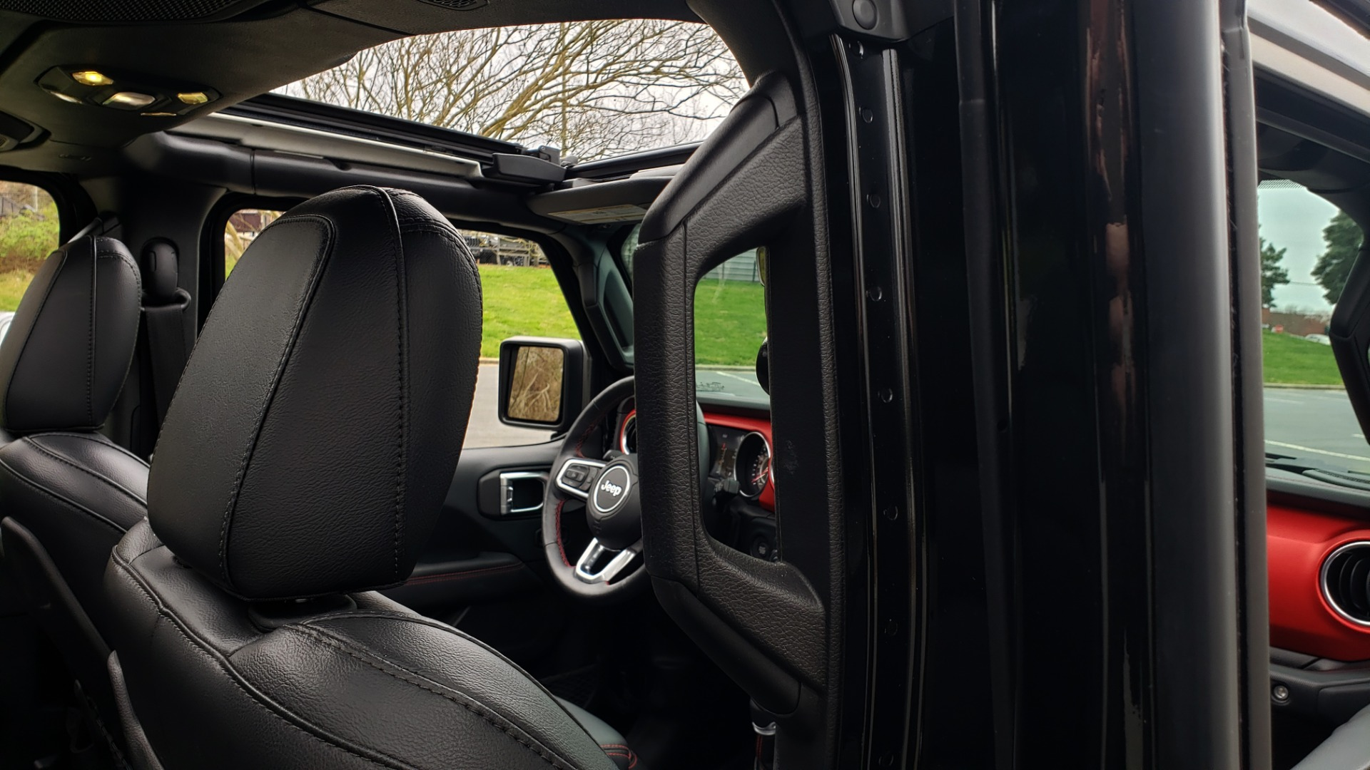 Used 2019 Jeep WRANGLER UNLIMITED RUBICON 4WD / V6 / 8-SPD AUTO / NAV / PWR TOP / REARVIEW for sale Sold at Formula Imports in Charlotte NC 28227 102