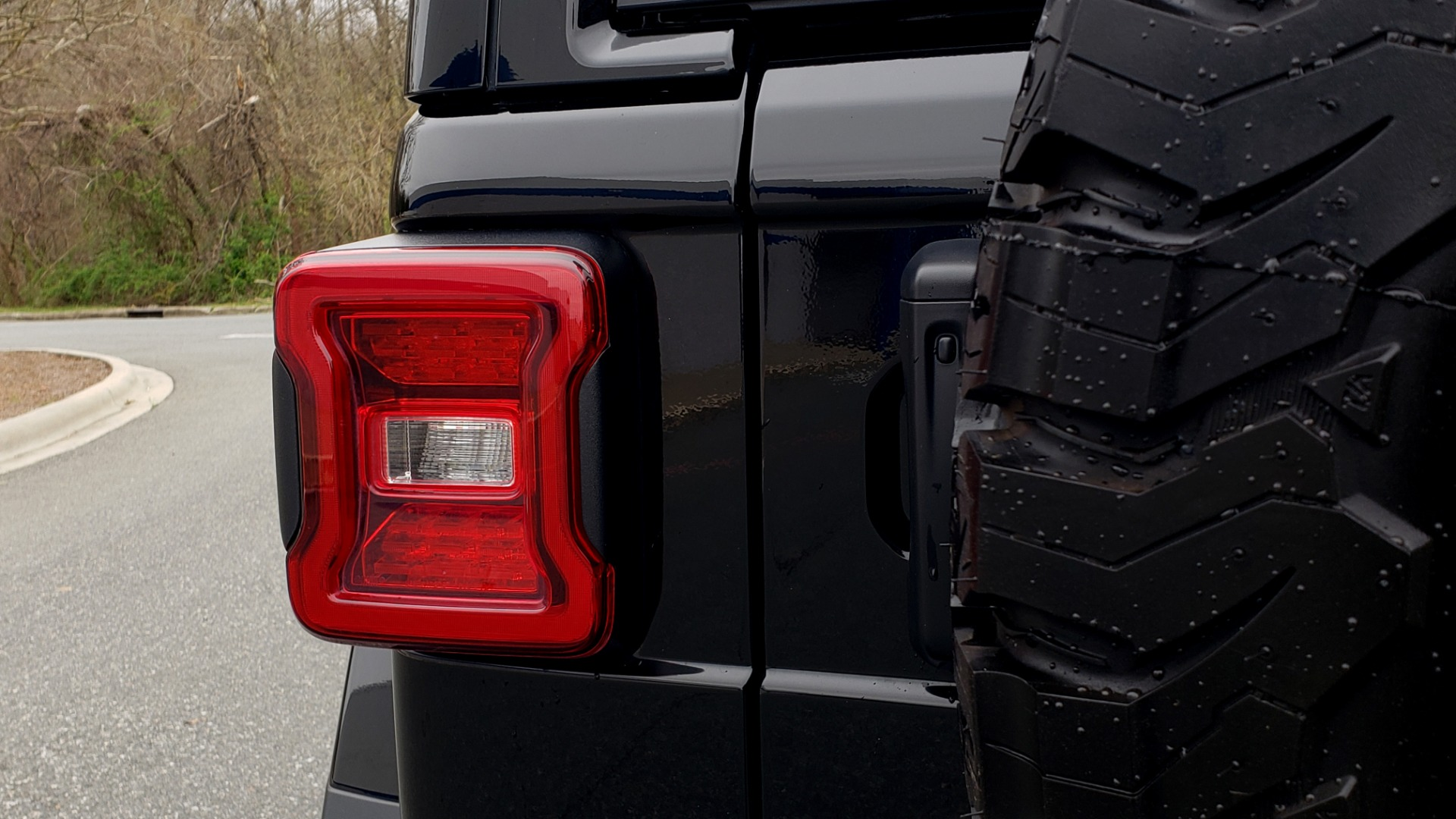 Used 2019 Jeep WRANGLER UNLIMITED RUBICON 4WD / V6 / 8-SPD AUTO / NAV / PWR TOP / REARVIEW for sale Sold at Formula Imports in Charlotte NC 28227 37