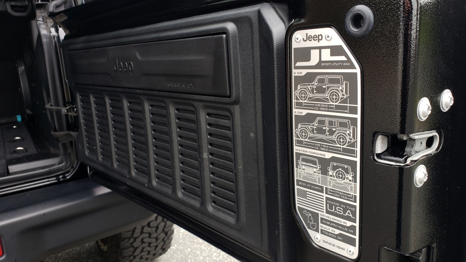 Used 2019 Jeep WRANGLER UNLIMITED RUBICON 4WD / V6 / 8-SPD AUTO / NAV / PWR TOP / REARVIEW for sale Sold at Formula Imports in Charlotte NC 28227 41