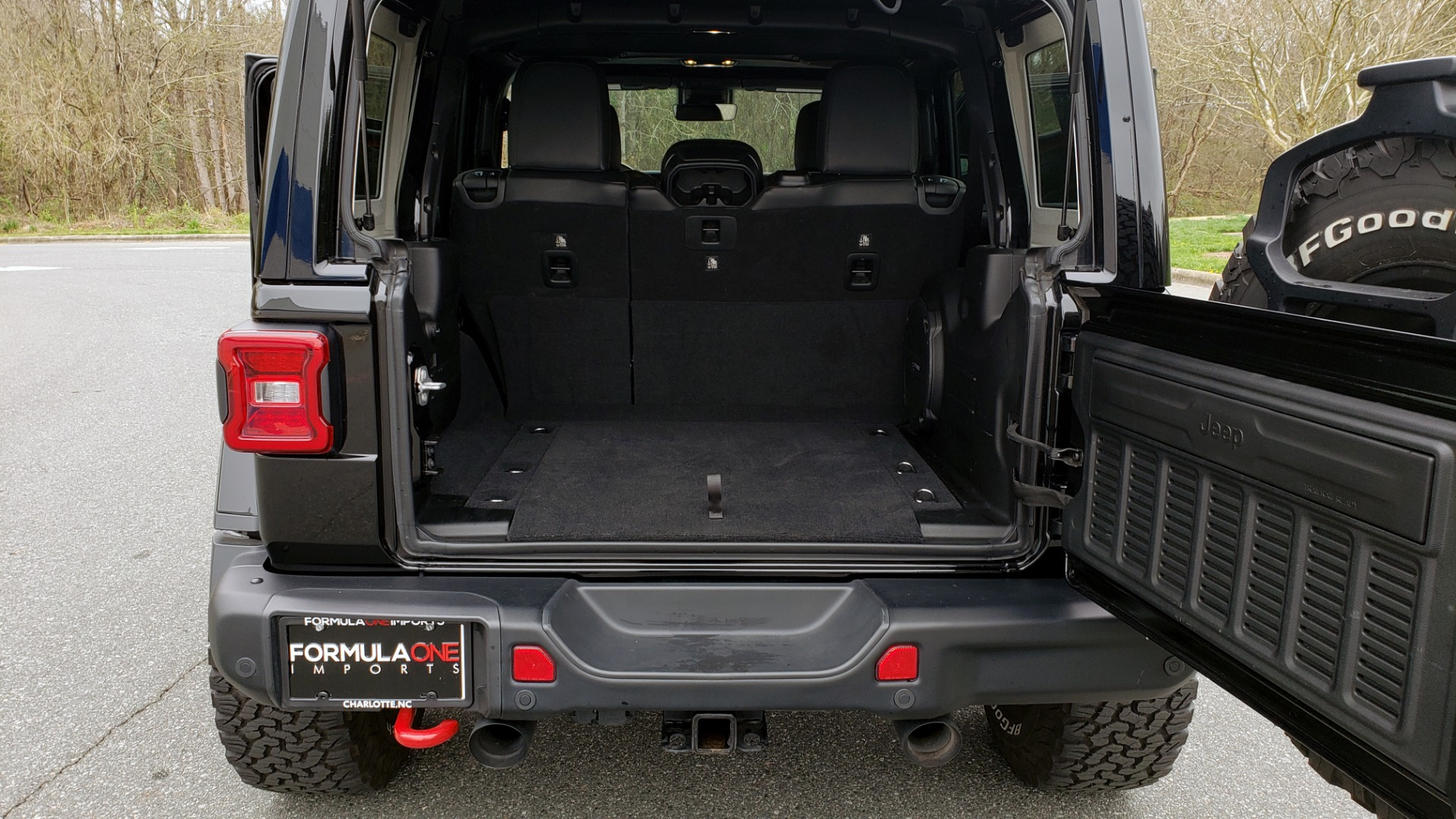 Used 2019 Jeep WRANGLER UNLIMITED RUBICON 4WD / V6 / 8-SPD AUTO / NAV / PWR TOP / REARVIEW for sale Sold at Formula Imports in Charlotte NC 28227 42