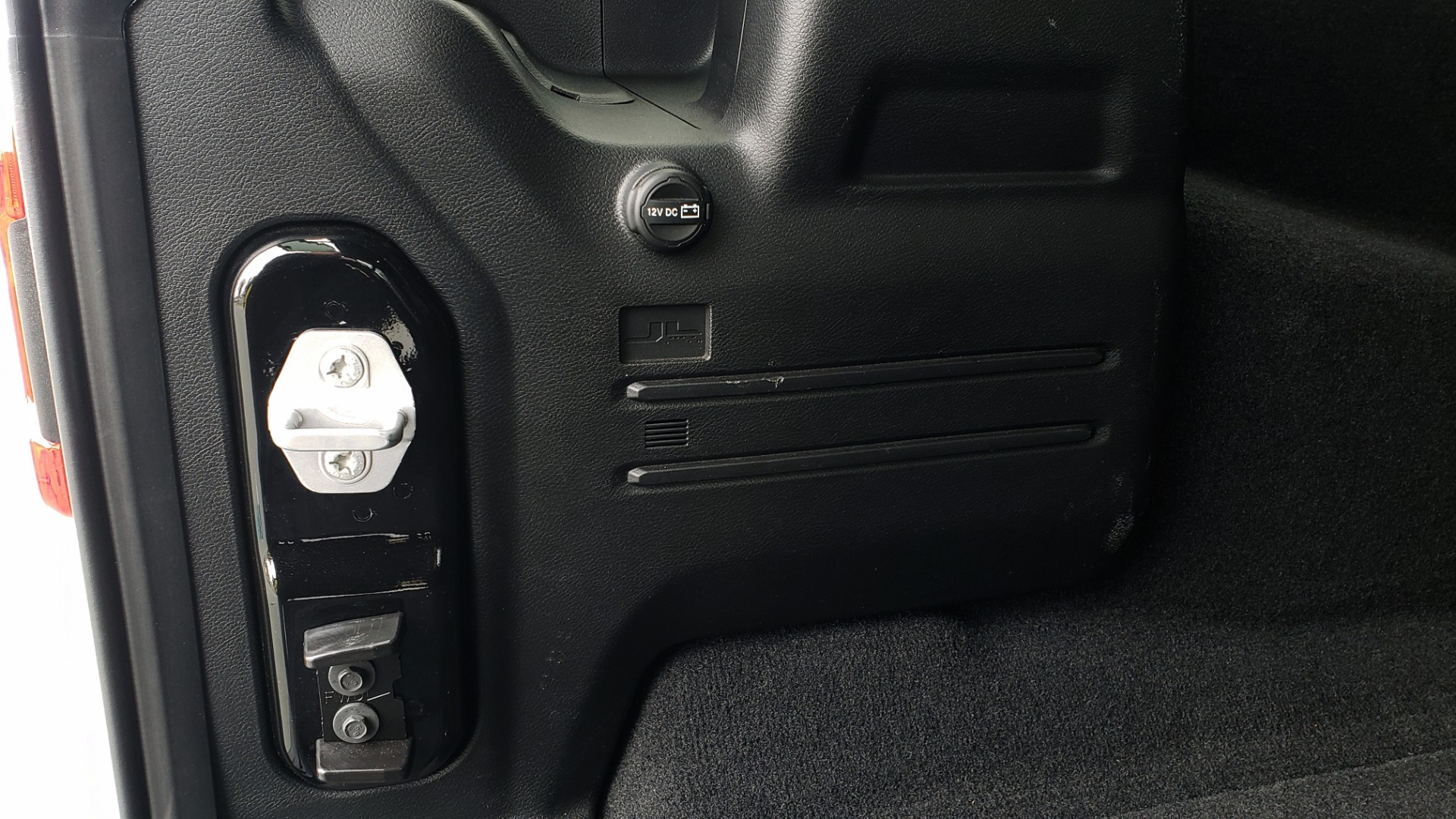 Used 2019 Jeep WRANGLER UNLIMITED RUBICON 4WD / V6 / 8-SPD AUTO / NAV / PWR TOP / REARVIEW for sale Sold at Formula Imports in Charlotte NC 28227 46