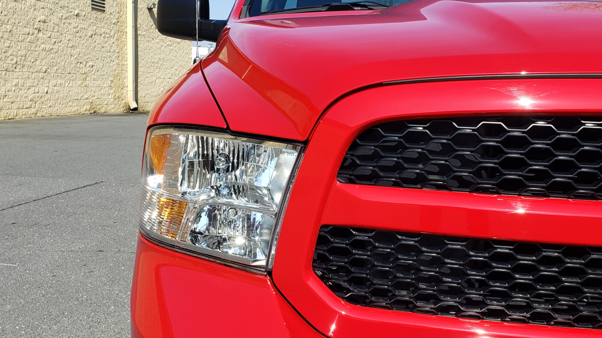 Used 2017 Ram 1500 EXPRESS CREWCAB 4X4 / 3.6L V6 / 8-SPD AUTO / BEDLINER for sale Sold at Formula Imports in Charlotte NC 28227 16