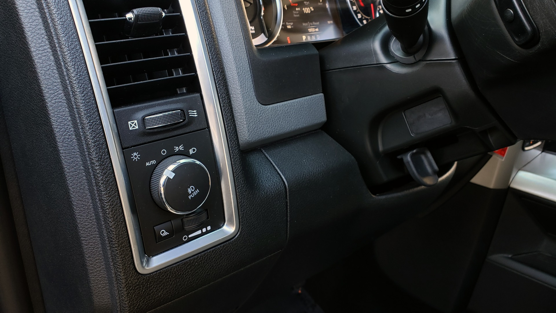 Used 2017 Ram 1500 BIG HORN CREW CAB 4X4 / 3.6L V6 / 8-SPD AUTO / WIFI HOTSPOT for sale Sold at Formula Imports in Charlotte NC 28227 35