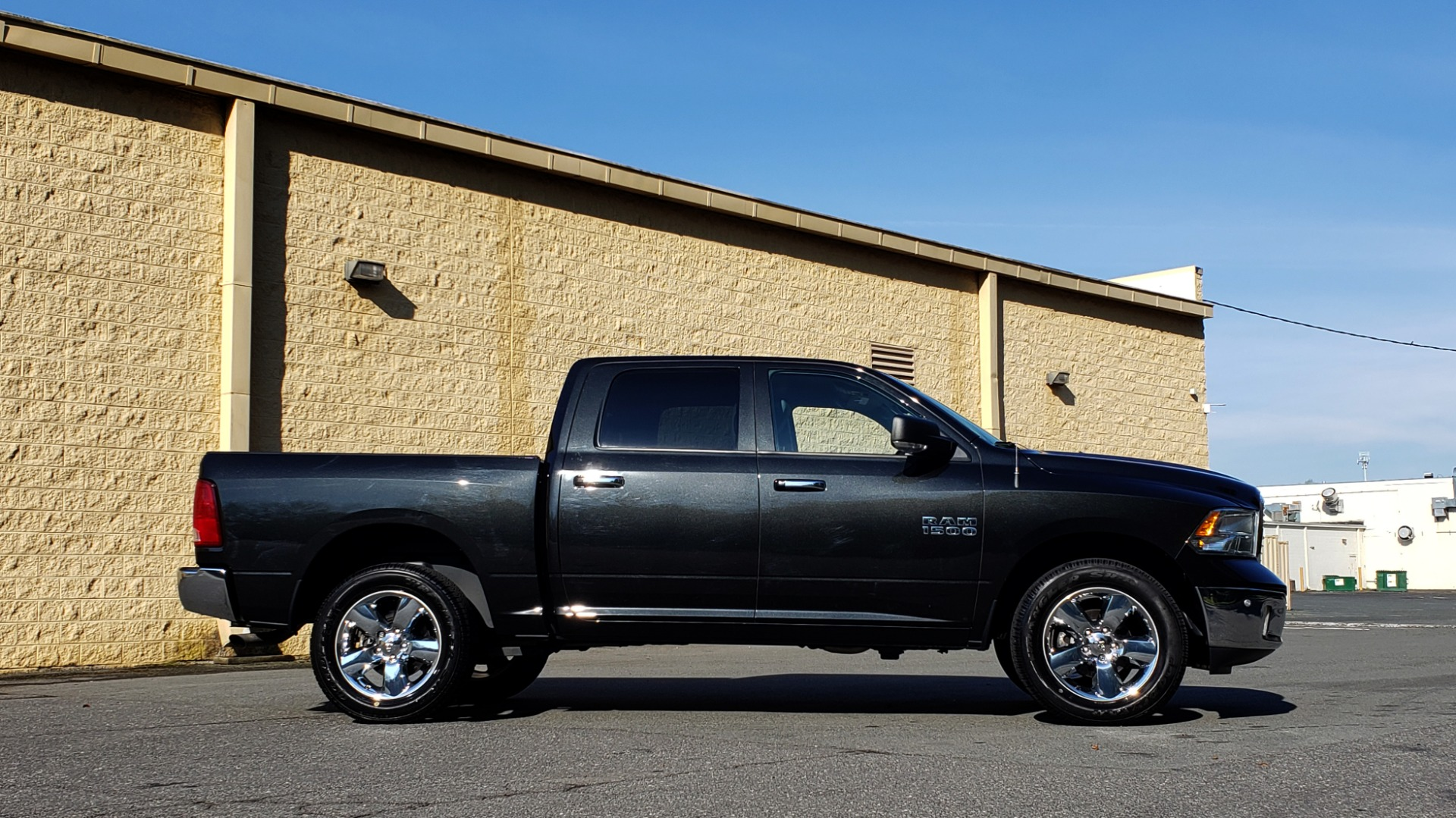 Used 2017 Ram 1500 BIG HORN CREW CAB 4X4 / 3.6L V6 / 8-SPD AUTO / WIFI HOTSPOT for sale Sold at Formula Imports in Charlotte NC 28227 5