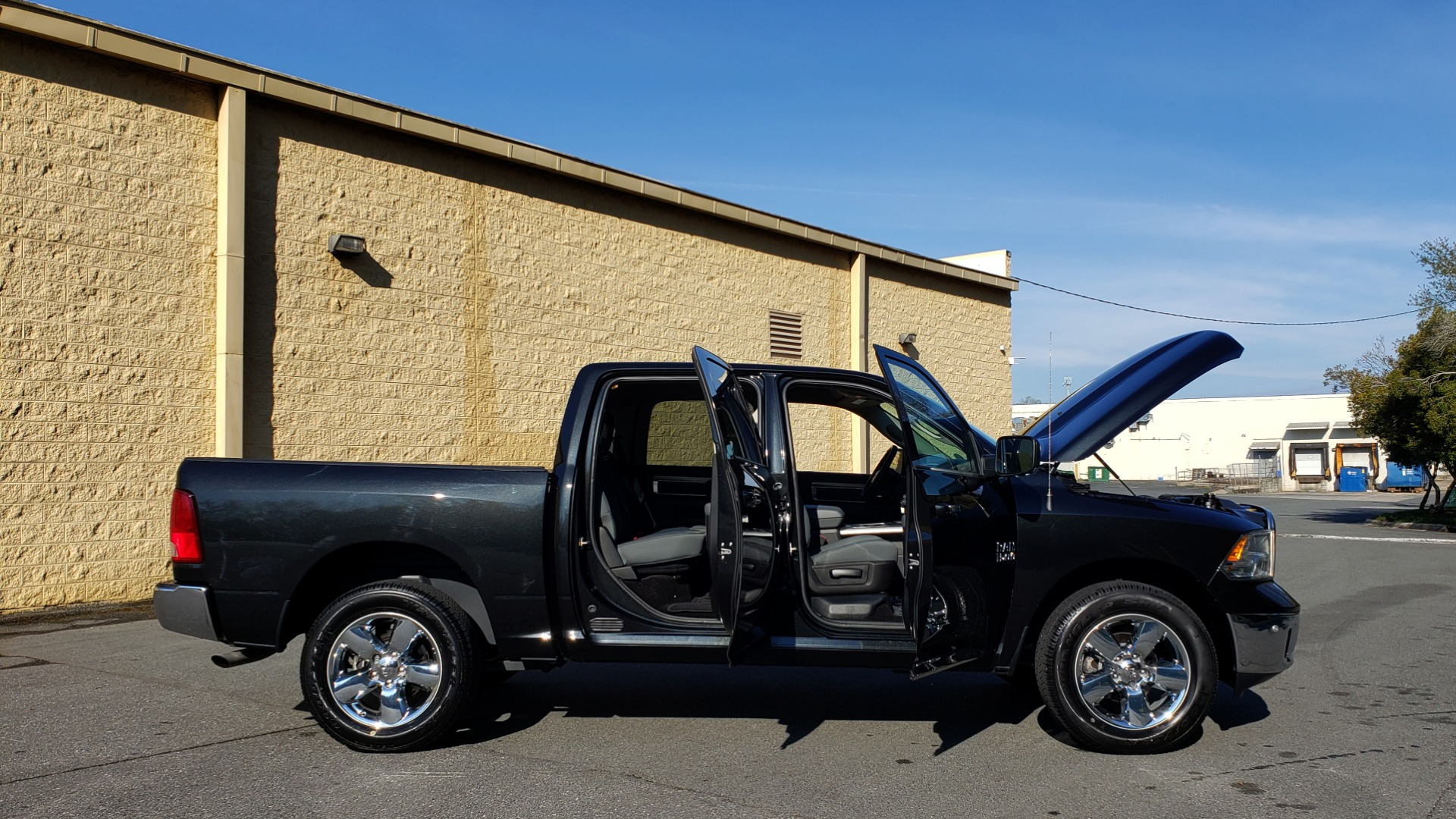 Used 2017 Ram 1500 BIG HORN CREW CAB 4X4 / 3.6L V6 / 8-SPD AUTO / WIFI HOTSPOT for sale Sold at Formula Imports in Charlotte NC 28227 9