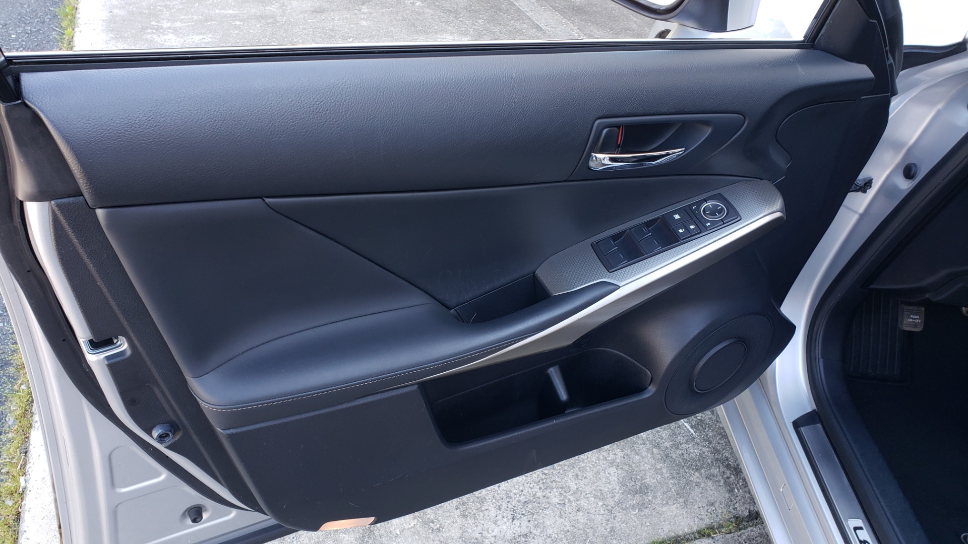 Used 2015 Lexus IS 250 F-SPORT / BSM / SUNROOF / VENT SEATS / REARVIEW for sale Sold at Formula Imports in Charlotte NC 28227 33