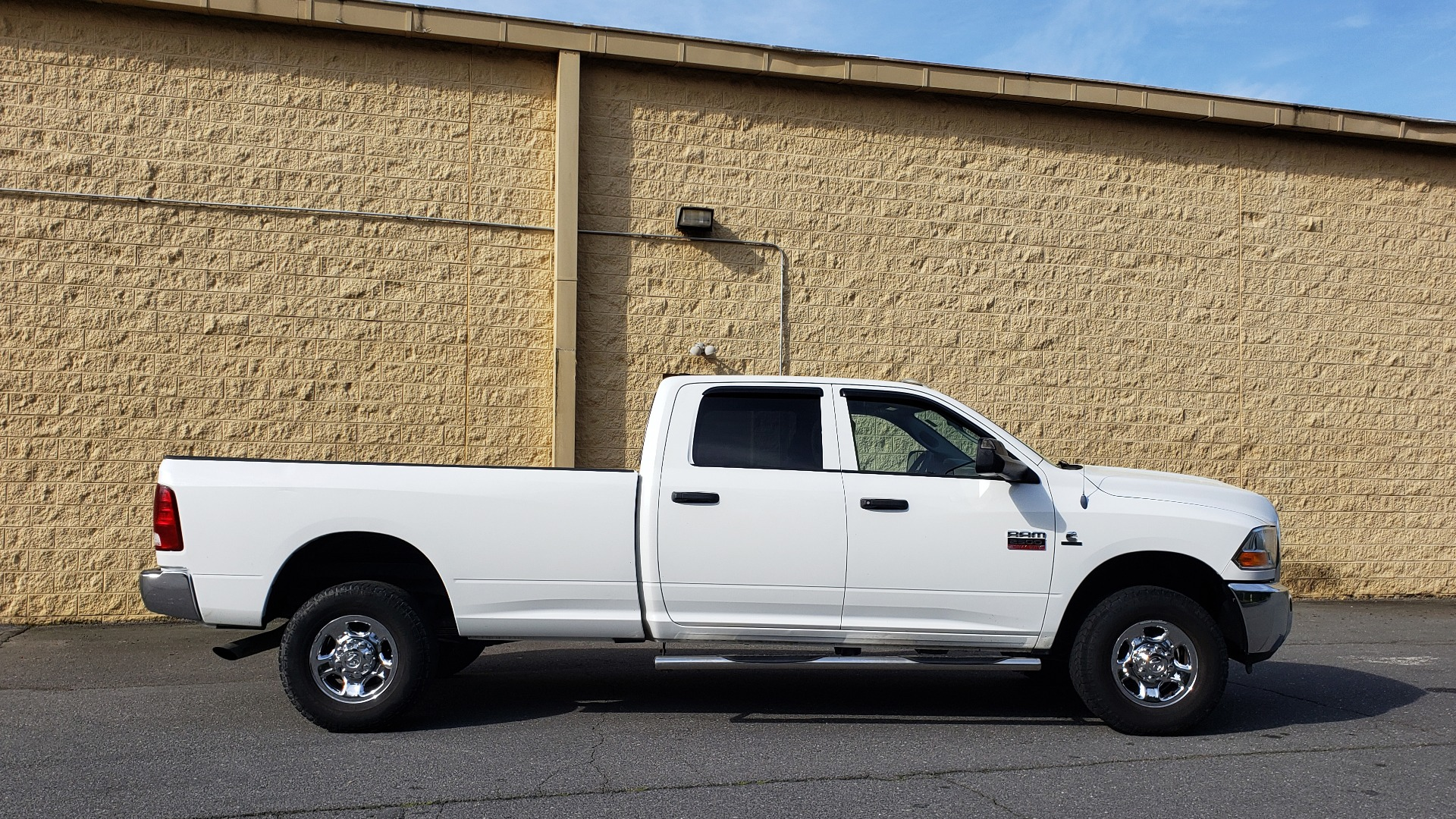 Used 2011 Ram 2500 4WD CREW CAB 169 ST / 6.7L CUMMINS / 6-SPD AUTO for sale Sold at Formula Imports in Charlotte NC 28227 5