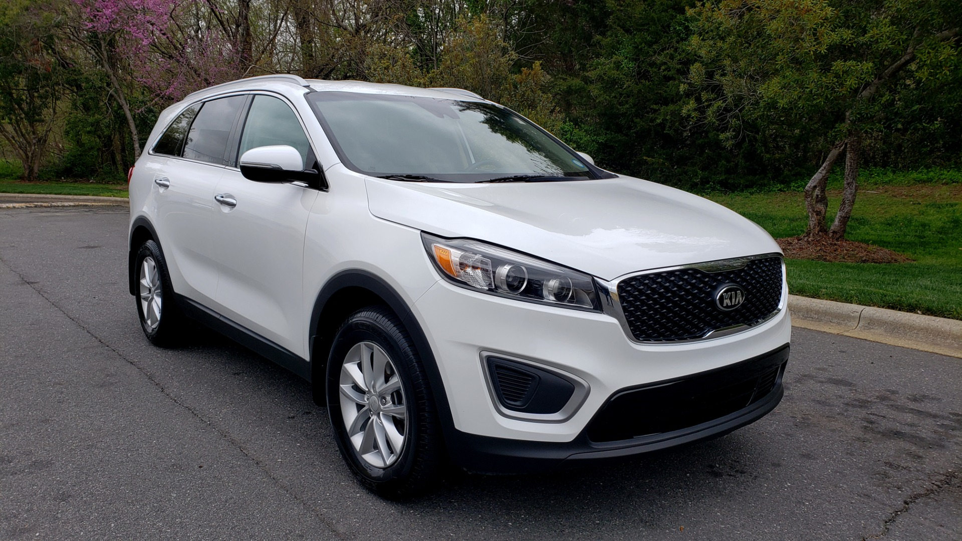 Used 2017 Kia SORENTO LX CONV PKG / FWD / ADVANCED TECH / 3-ROW for sale Sold at Formula Imports in Charlotte NC 28227 4