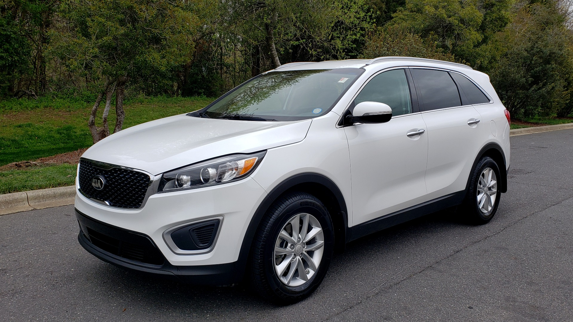 Used 2017 Kia SORENTO LX CONV PKG / FWD / ADVANCED TECH / 3-ROW for sale Sold at Formula Imports in Charlotte NC 28227 1