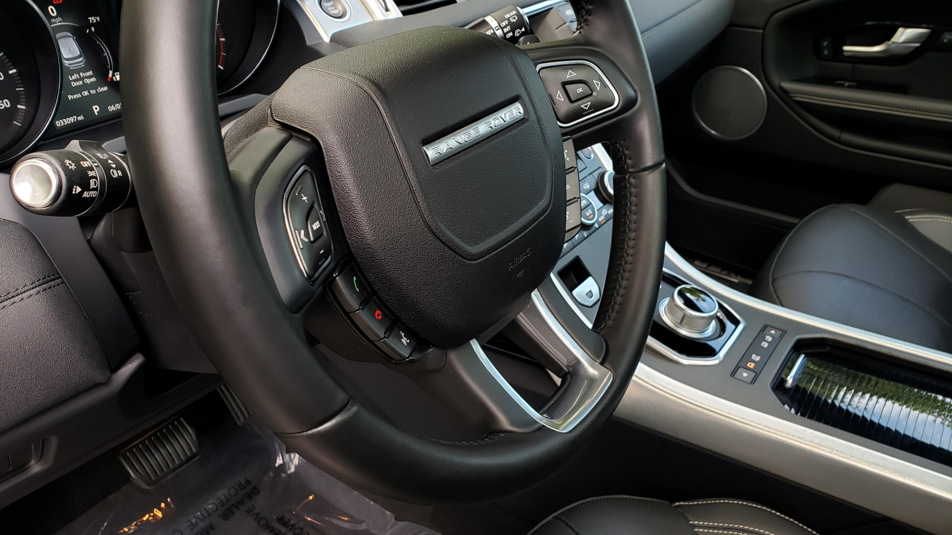 Used 2016 Land Rover RANGE ROVER EVOQUE HSE / AWD / NAV / MERIDIAN / PANO-ROOF / REARVIEW for sale Sold at Formula Imports in Charlotte NC 28227 39