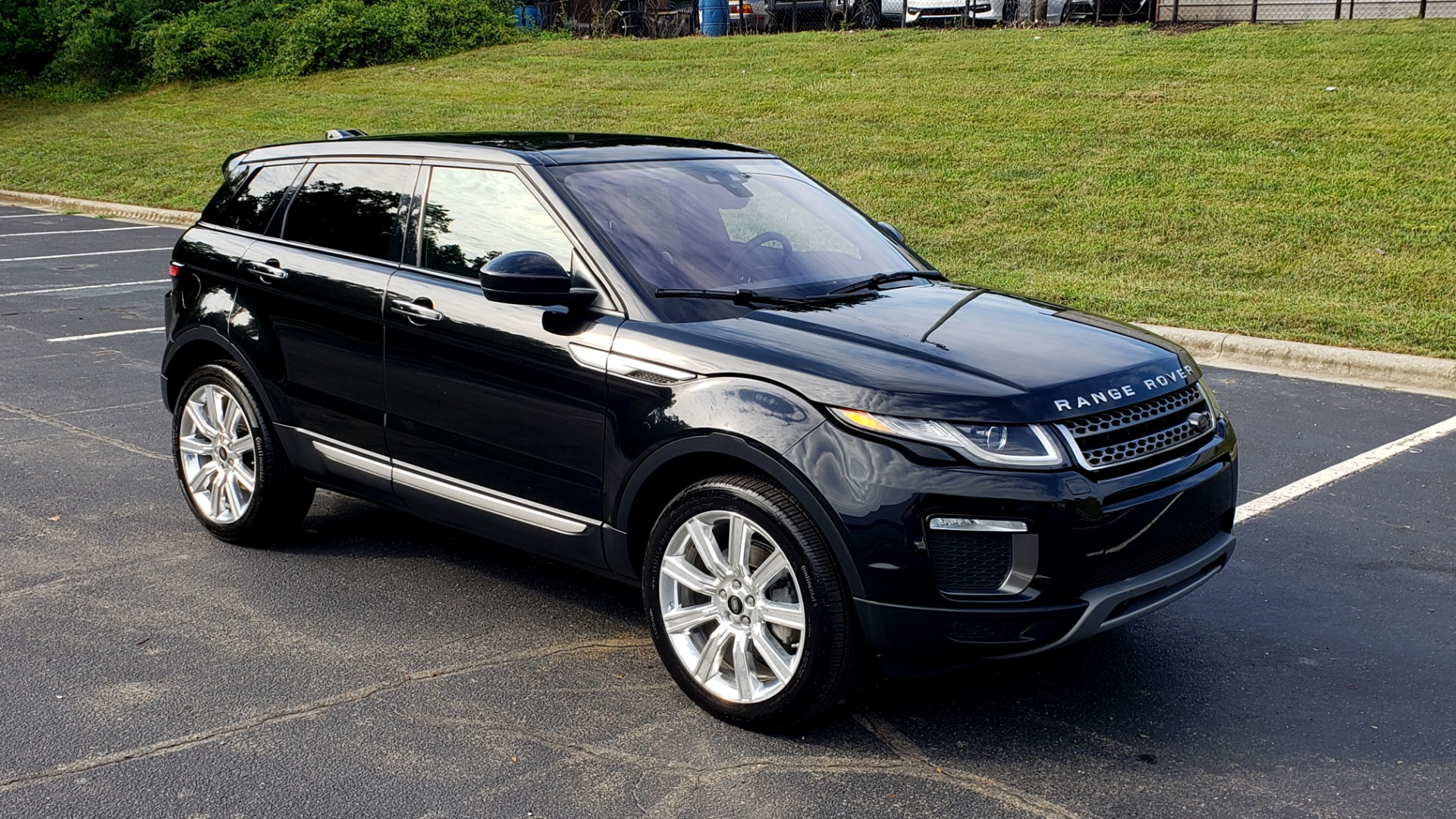 Used 2016 Land Rover RANGE ROVER EVOQUE HSE / AWD / NAV / MERIDIAN / PANO-ROOF / REARVIEW for sale Sold at Formula Imports in Charlotte NC 28227 4
