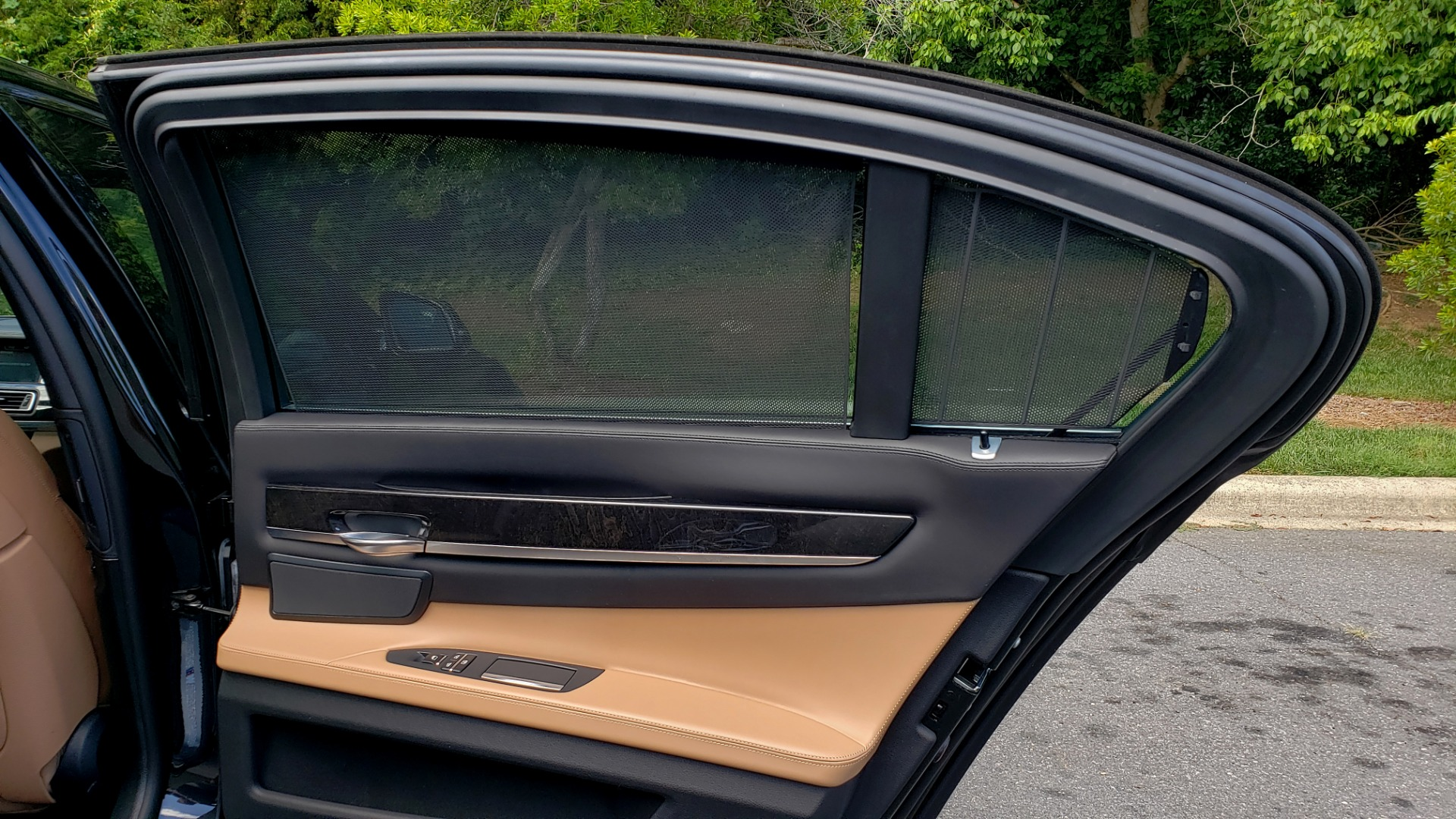 Used 2014 BMW 7 SERIES 750LI M-SPORT / EXEC PKG / DRVR ASST / LIGHTING / NAV / SUNROOF for sale Sold at Formula Imports in Charlotte NC 28227 69