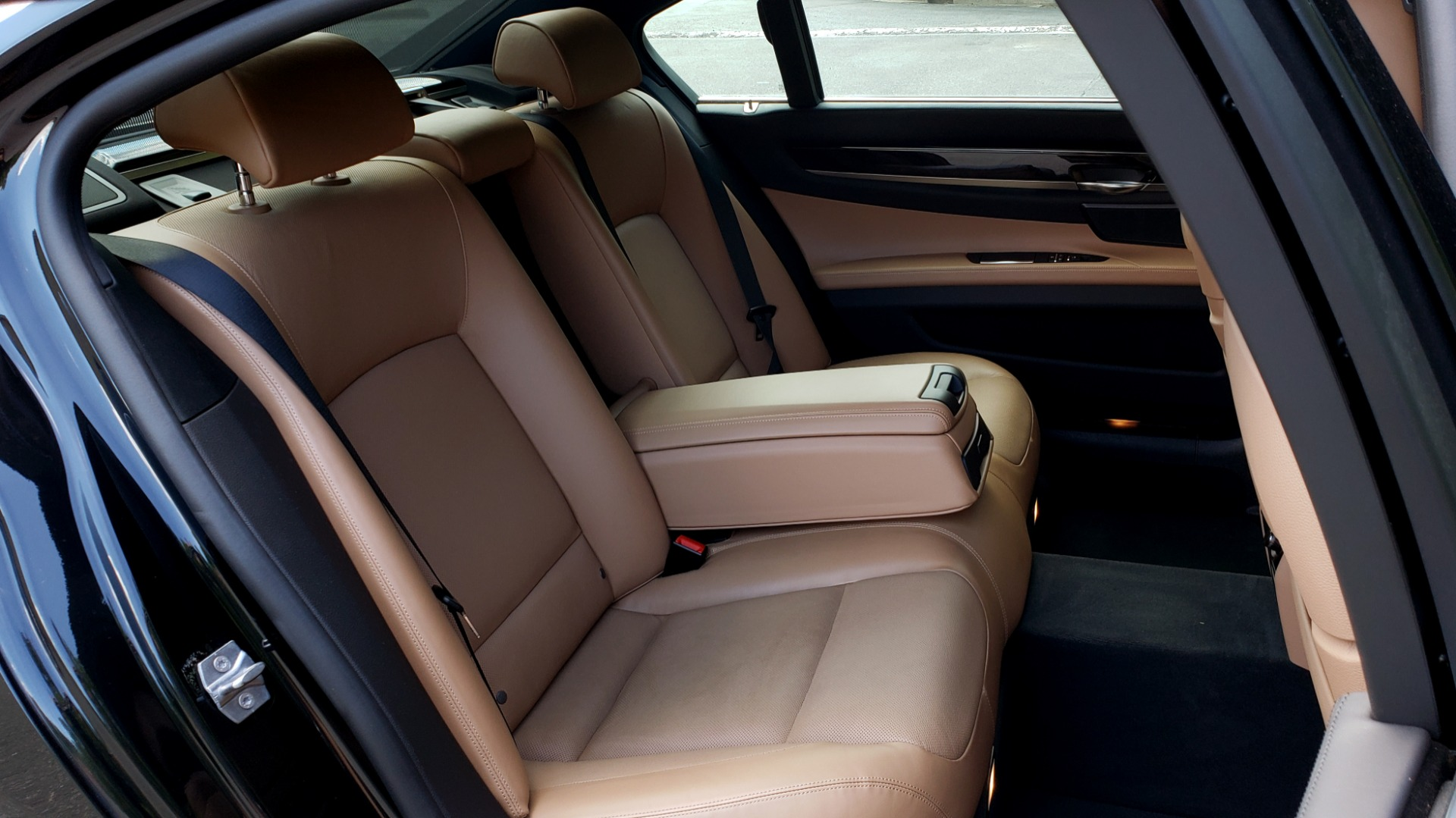 Used 2014 BMW 7 SERIES 750LI M-SPORT / EXEC PKG / DRVR ASST / LIGHTING / NAV / SUNROOF for sale Sold at Formula Imports in Charlotte NC 28227 71