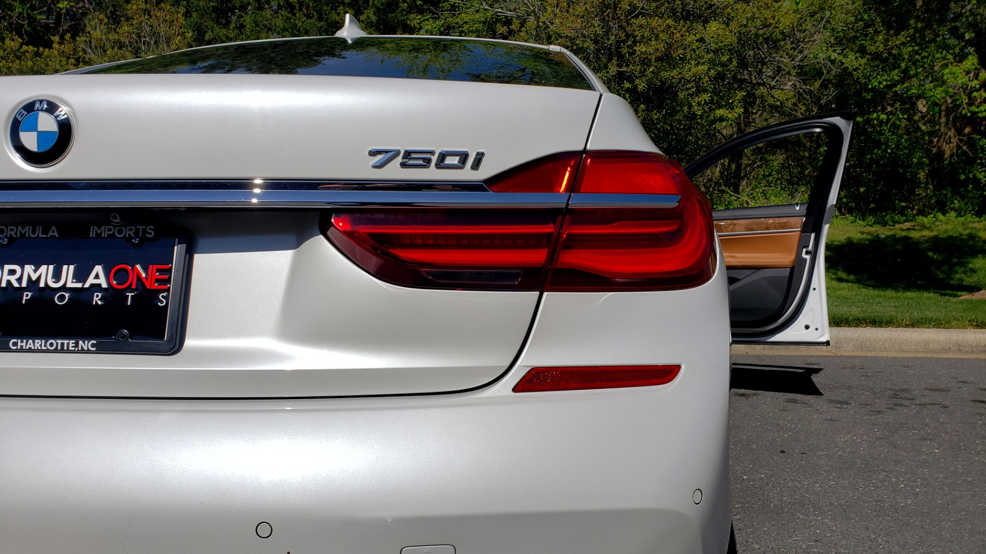 Used 2017 BMW 7 SERIES 750I XDRIVE / M-SPORT / EXEC PKG / DRVR ASST PLUS II / CLD WTHR for sale $48,495 at Formula Imports in Charlotte NC 28227 25