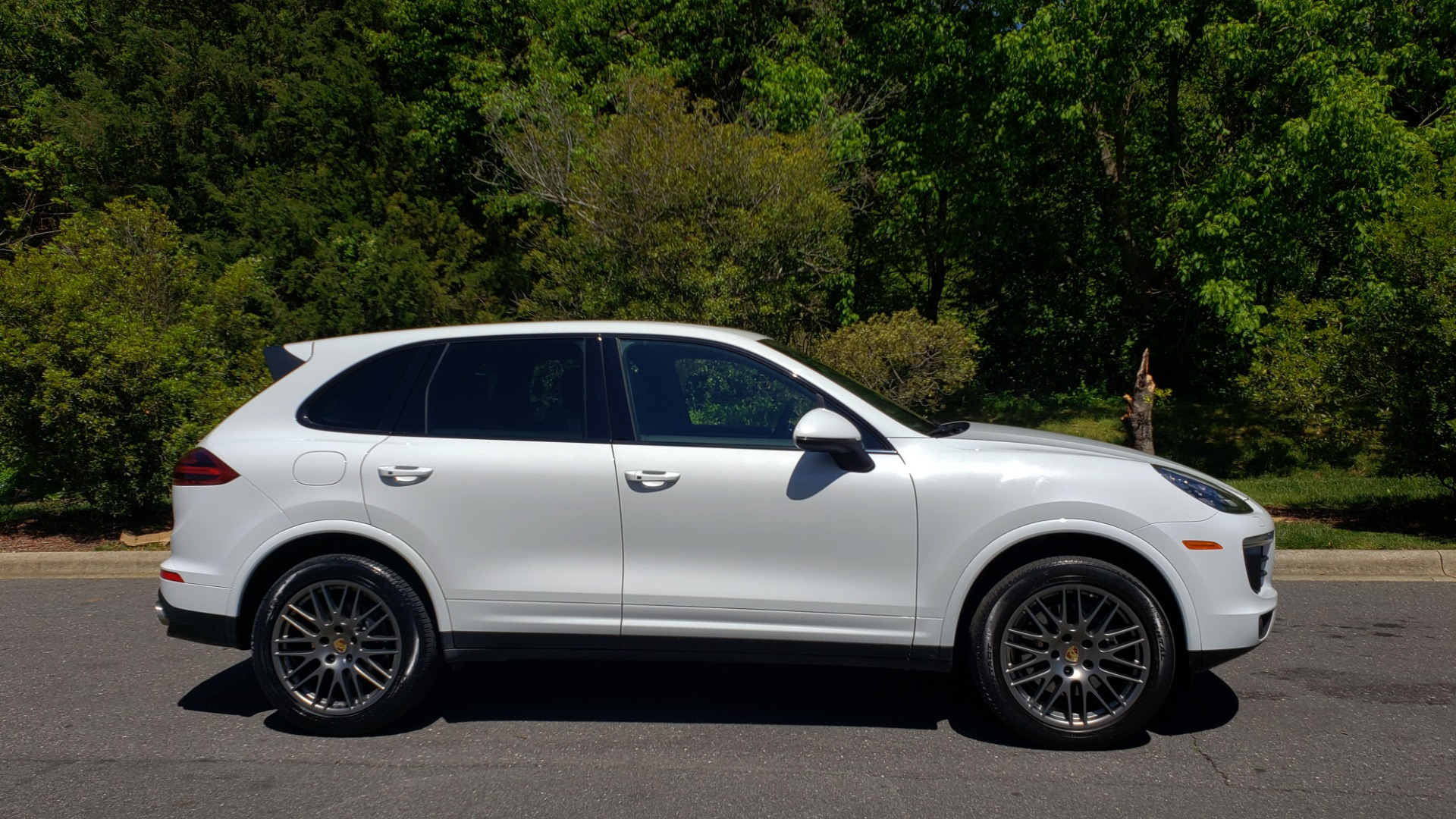 Used 2017 Porsche Cayenne Platinum Edition for sale Sold at Formula Imports in Charlotte NC 28227 9