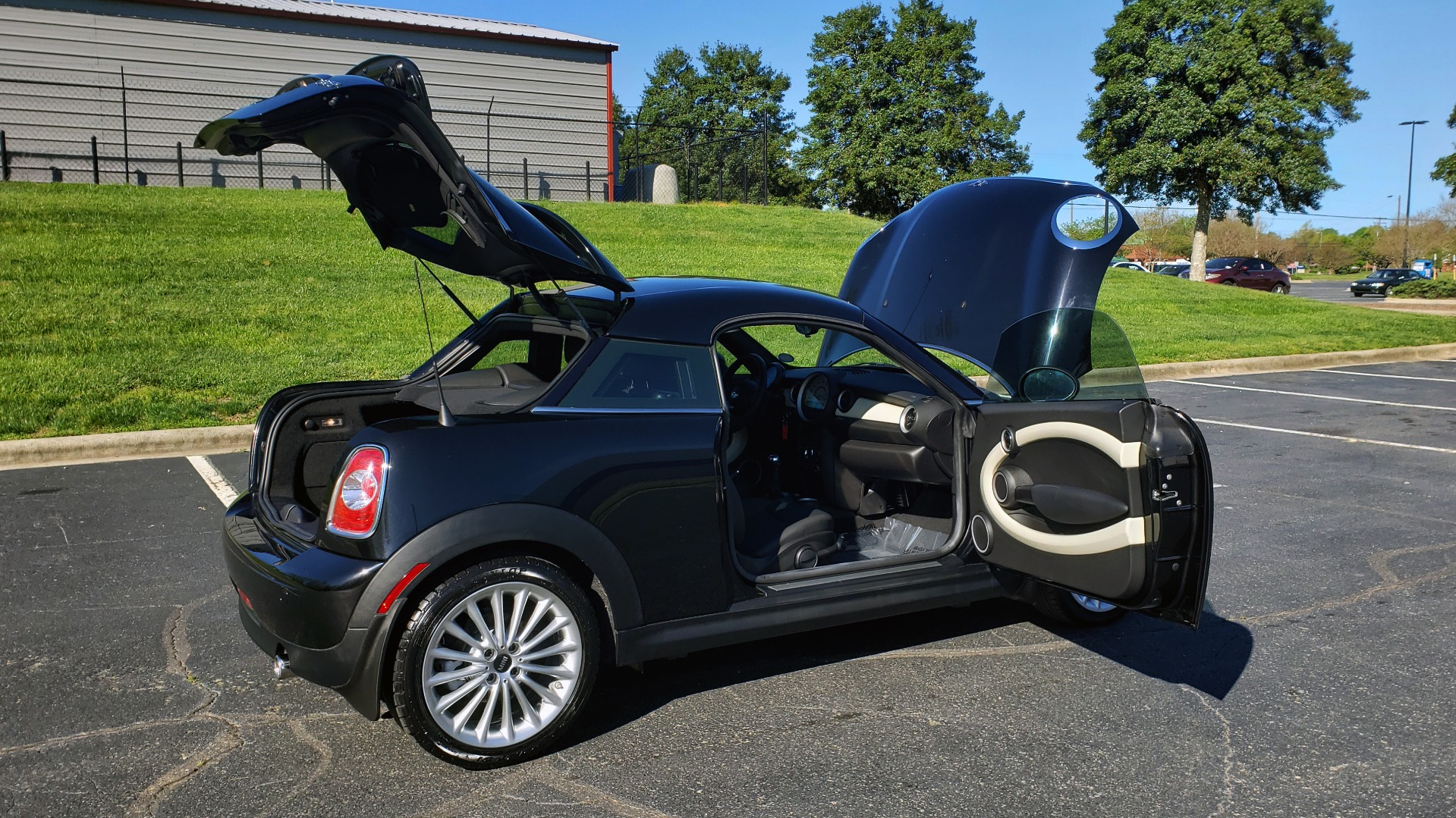 Used 2014 MINI COOPER COUPE FWD / 6-SPD MAN / 17IN WHEELS / LOW MILES for sale Sold at Formula Imports in Charlotte NC 28227 12