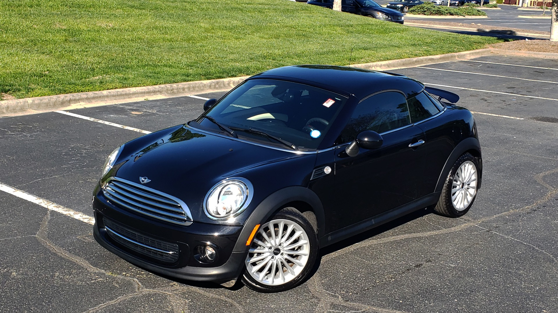 Used 2014 MINI COOPER COUPE FWD / 6-SPD MAN / 17IN WHEELS / LOW MILES for sale Sold at Formula Imports in Charlotte NC 28227 3