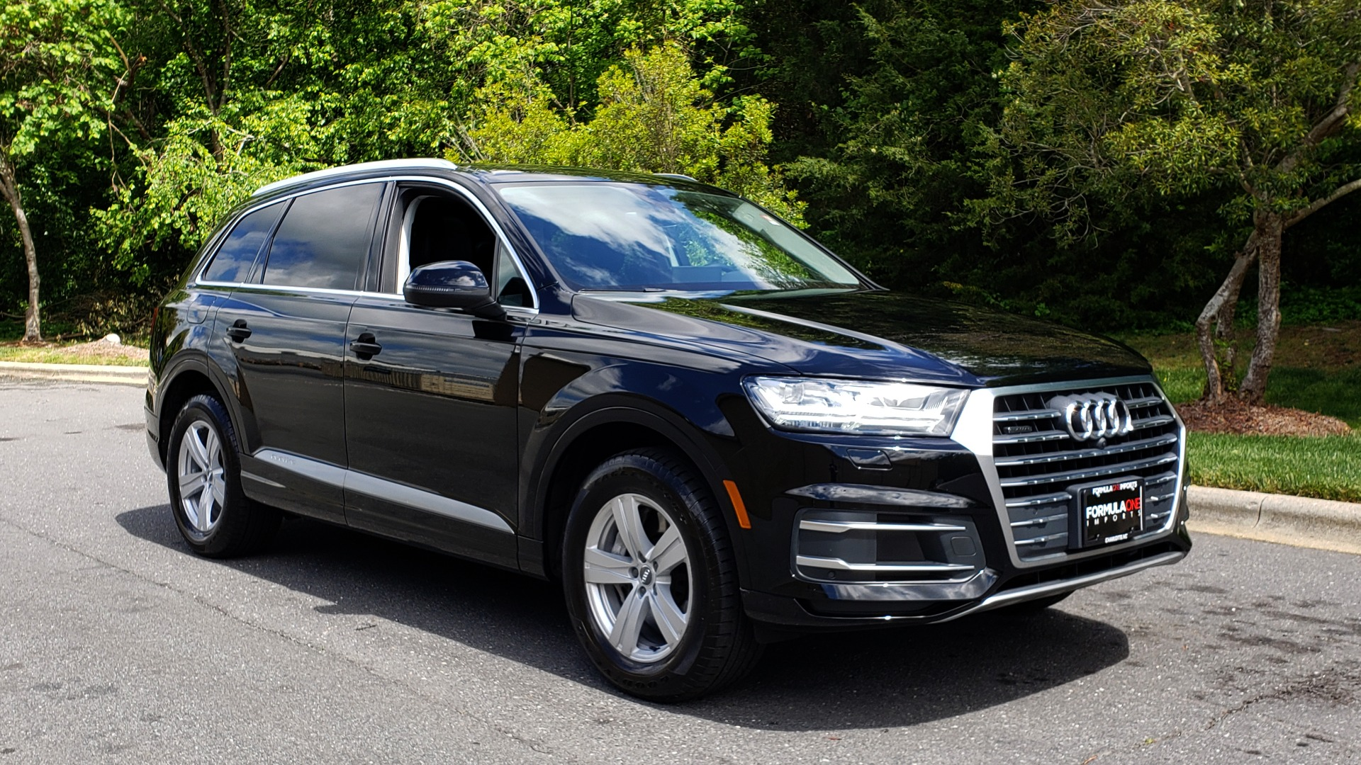 Used 2017 Audi Q7 PREMIUM PLUS / VISION PKG / NAV / PANO-ROOF / 3-ROW / REARVIEW for sale Sold at Formula Imports in Charlotte NC 28227 4