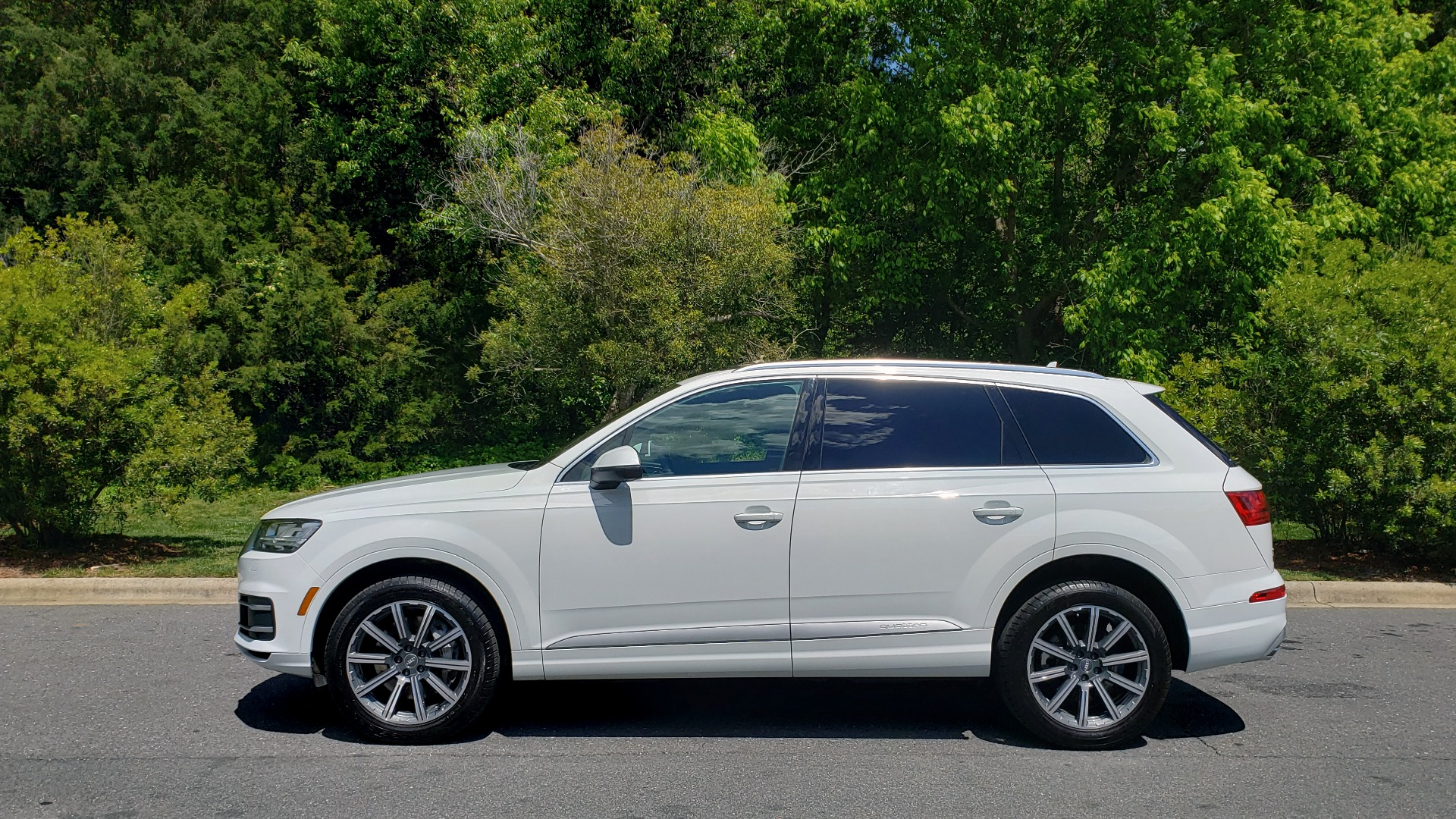 Used 2017 Audi Q7 PREMIUM PLUS / VISION PKG / NAV / PANO-ROOF / 3-ROW / REARVIEW for sale Sold at Formula Imports in Charlotte NC 28227 2