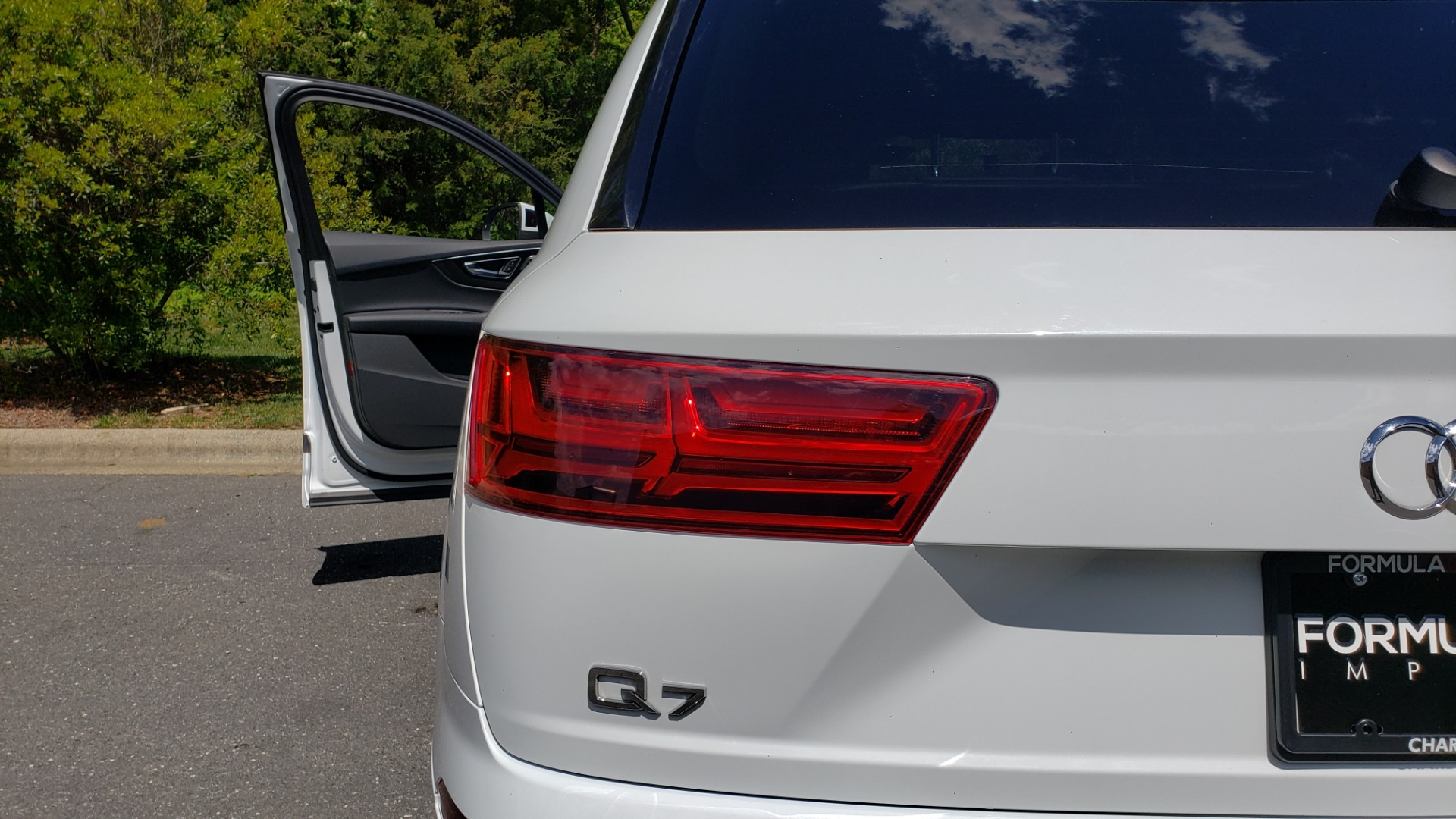 Used 2017 Audi Q7 PREMIUM PLUS / VISION PKG / NAV / PANO-ROOF / 3-ROW / REARVIEW for sale Sold at Formula Imports in Charlotte NC 28227 31