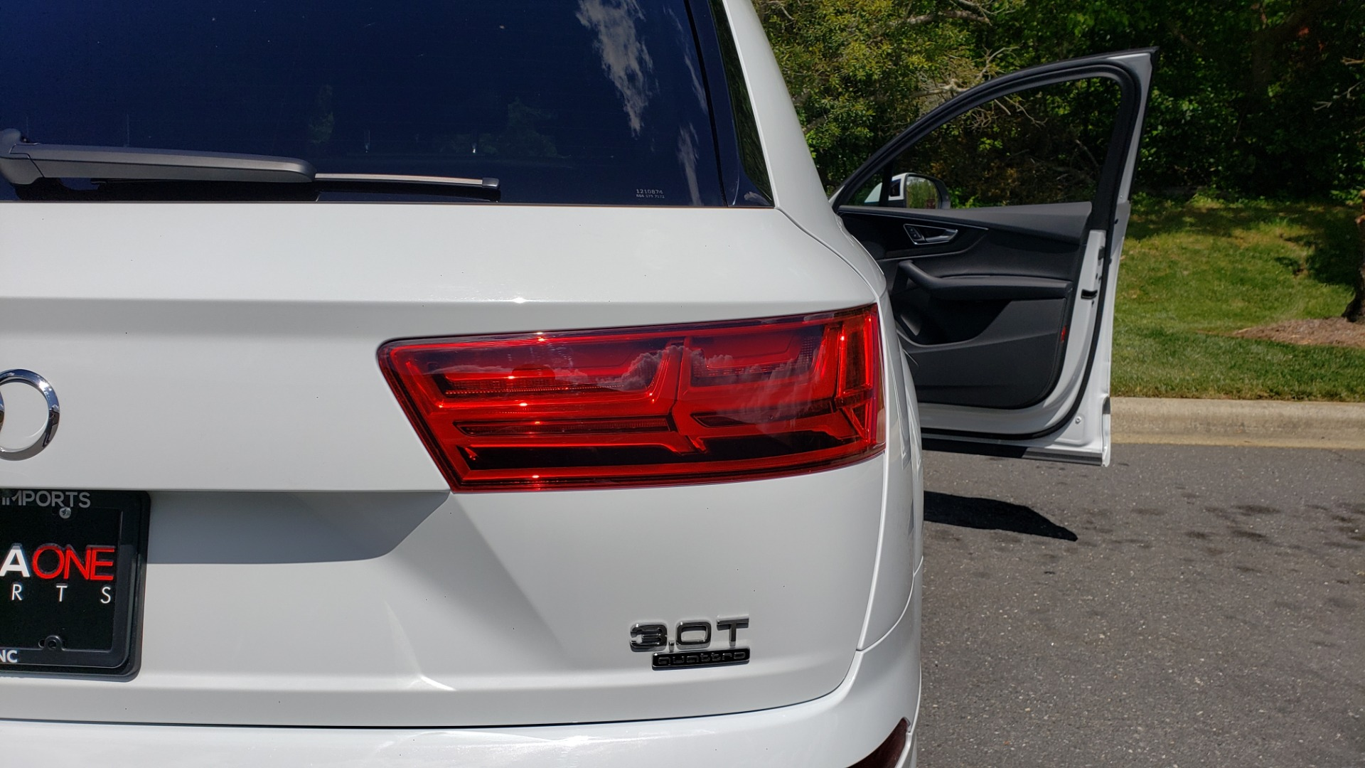 Used 2017 Audi Q7 PREMIUM PLUS / VISION PKG / NAV / PANO-ROOF / 3-ROW / REARVIEW for sale Sold at Formula Imports in Charlotte NC 28227 32