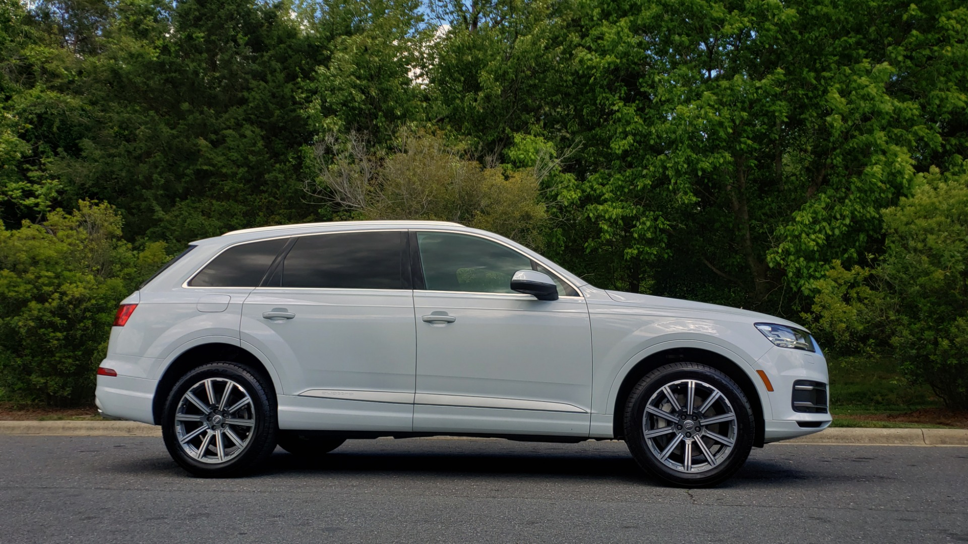 Used 2017 Audi Q7 PREMIUM PLUS / VISION PKG / NAV / PANO-ROOF / 3-ROW / REARVIEW for sale Sold at Formula Imports in Charlotte NC 28227 5