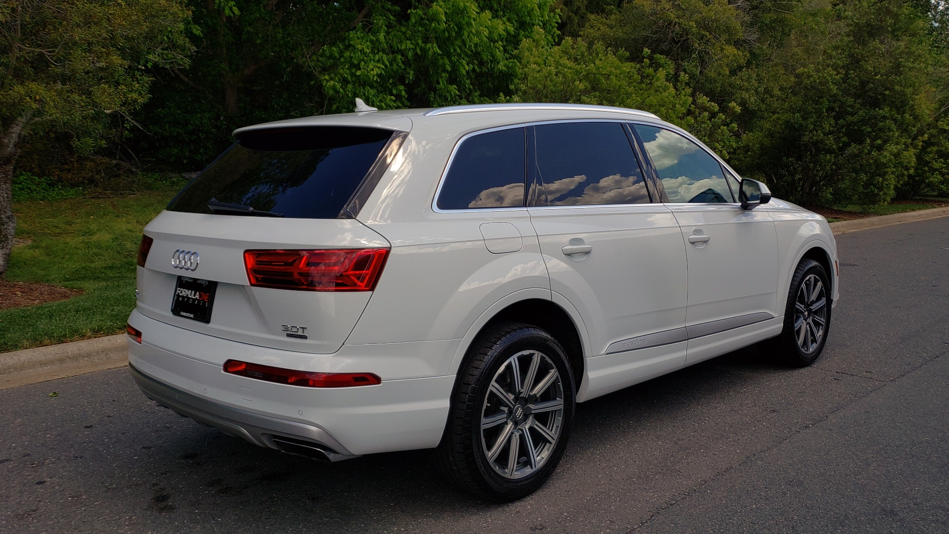 Used 2017 Audi Q7 PREMIUM PLUS / VISION PKG / NAV / PANO-ROOF / 3-ROW / REARVIEW for sale Sold at Formula Imports in Charlotte NC 28227 6