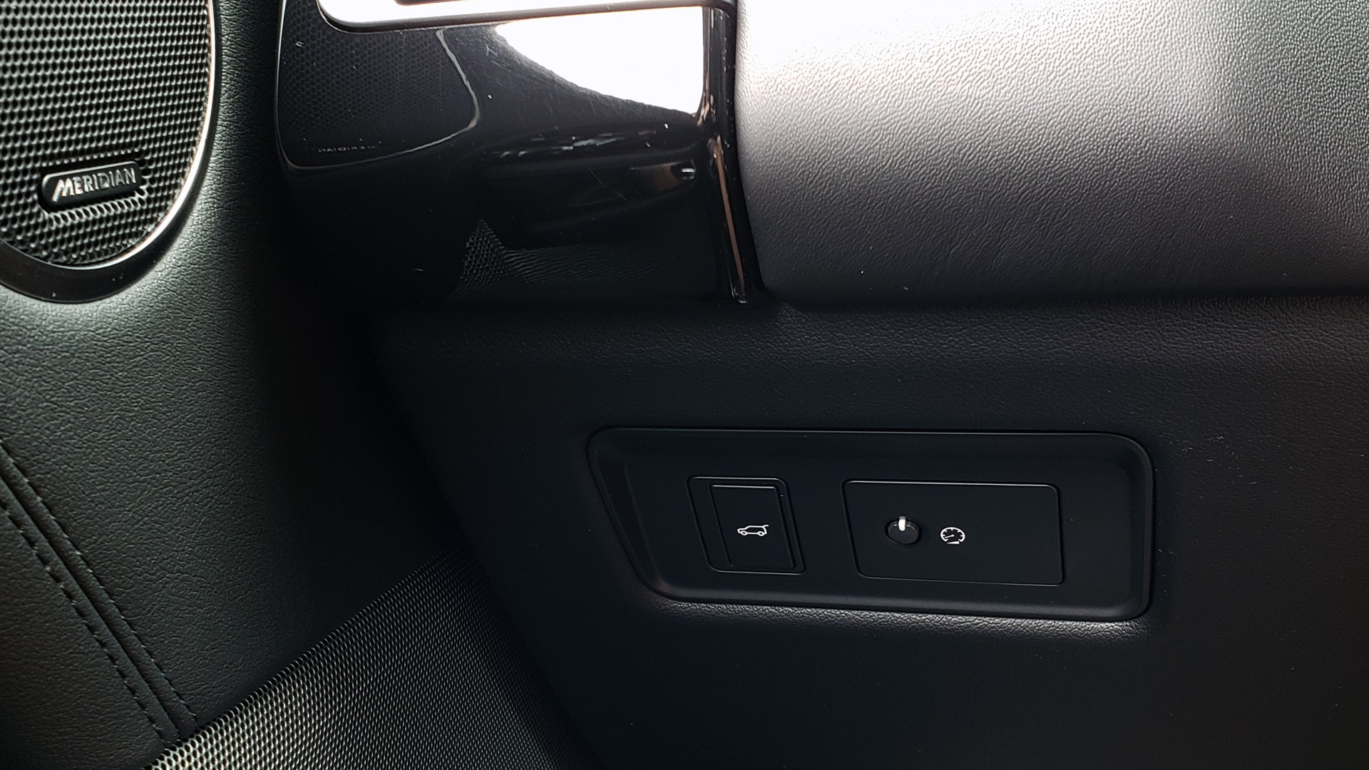 Used 2019 Land Rover RANGE ROVER SUPERCHARGED V8 / DRV PRO PK / VISION ASSIST / SHADOW PKG / PARK PRO / TOW  for sale Sold at Formula Imports in Charlotte NC 28227 51