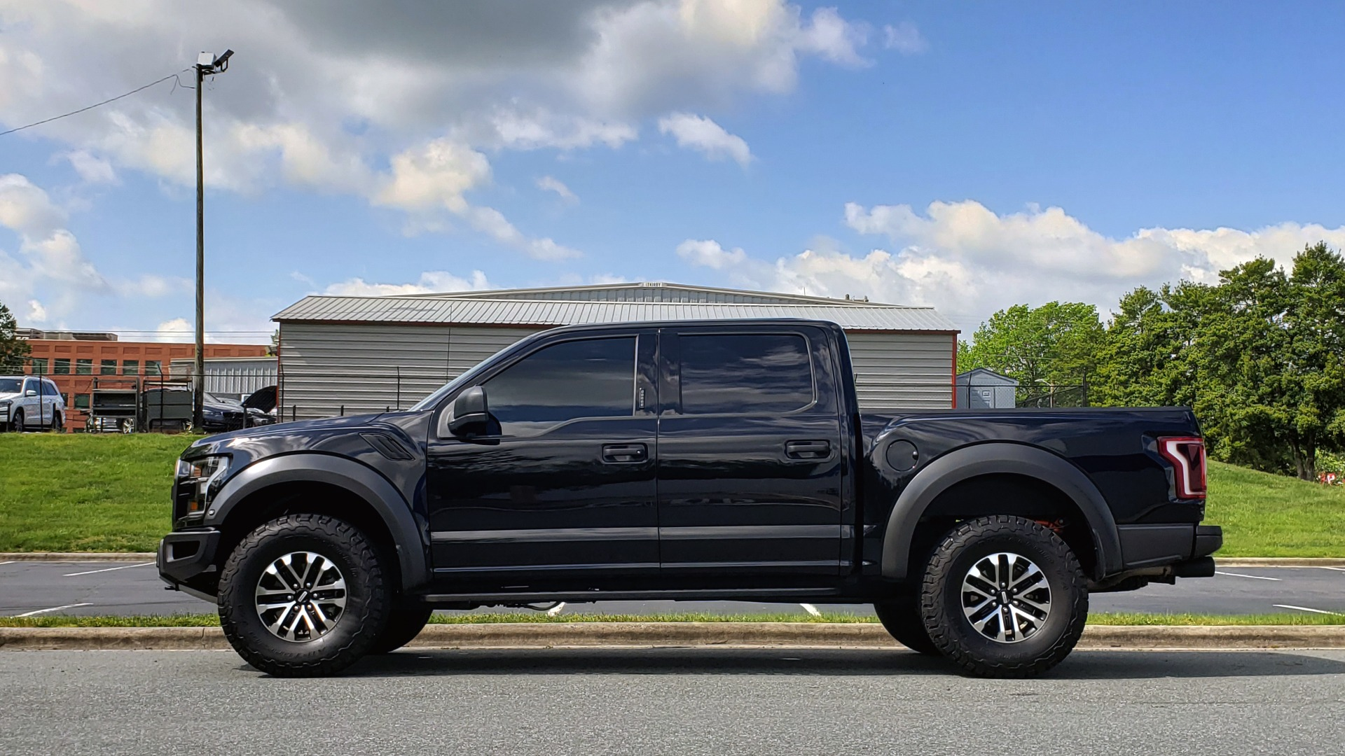 Used 2019 Ford F-150 RAPTOR CREW CAB 4X4 5.5' BOX / REMOTE START / TAILGATE STEP for sale Sold at Formula Imports in Charlotte NC 28227 2