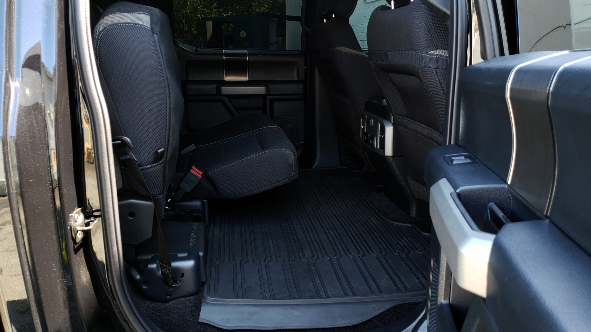 Used 2019 Ford F-150 RAPTOR CREW CAB 4X4 5.5' BOX / REMOTE START / TAILGATE STEP for sale Sold at Formula Imports in Charlotte NC 28227 75