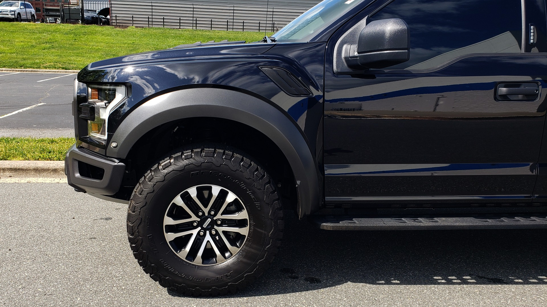 Used 2019 Ford F-150 RAPTOR CREW CAB 4X4 5.5' BOX / REMOTE START / TAILGATE STEP for sale Sold at Formula Imports in Charlotte NC 28227 82