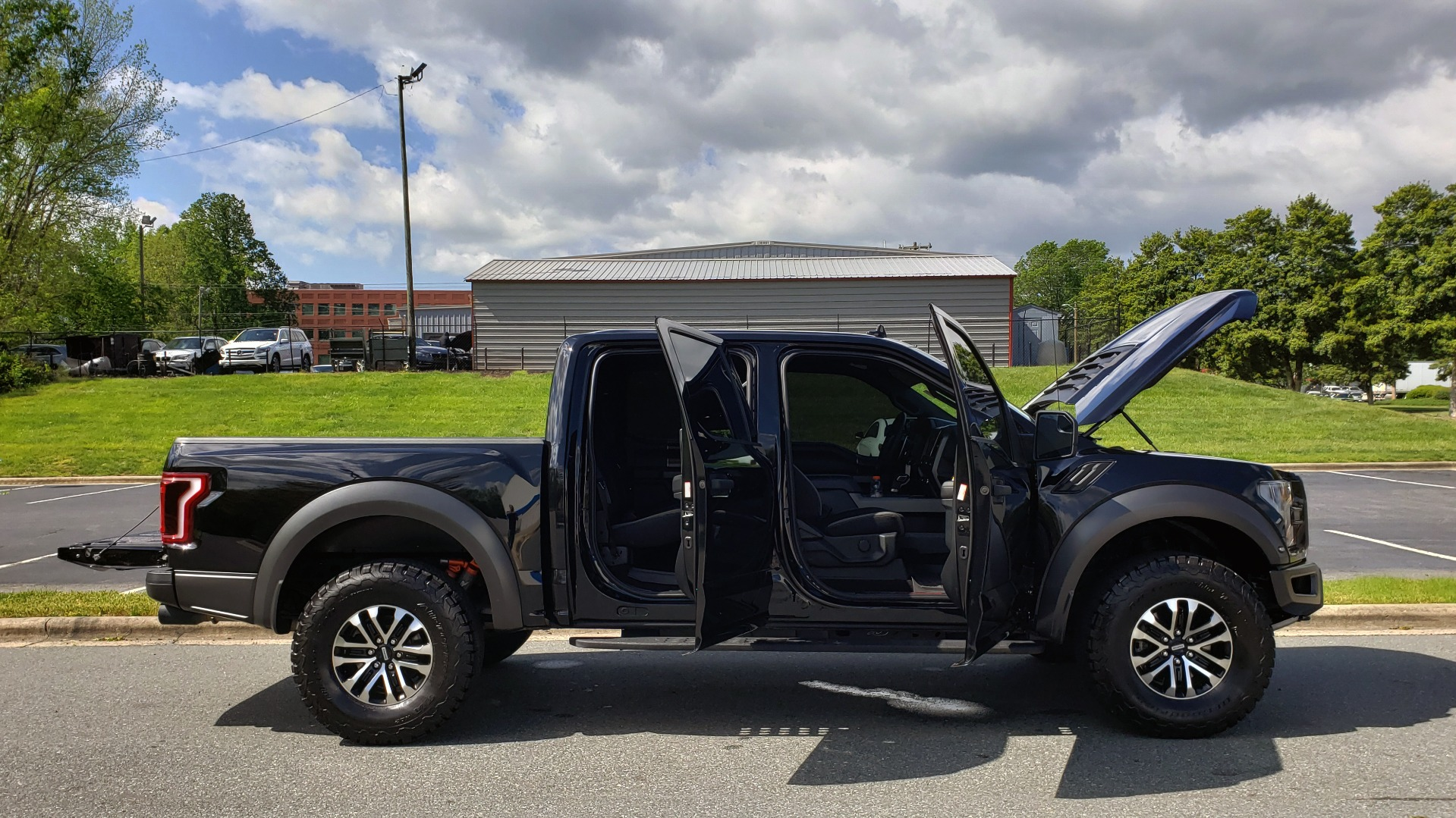 Used 2019 Ford F-150 RAPTOR CREW CAB 4X4 5.5' BOX / REMOTE START / TAILGATE STEP for sale Sold at Formula Imports in Charlotte NC 28227 9