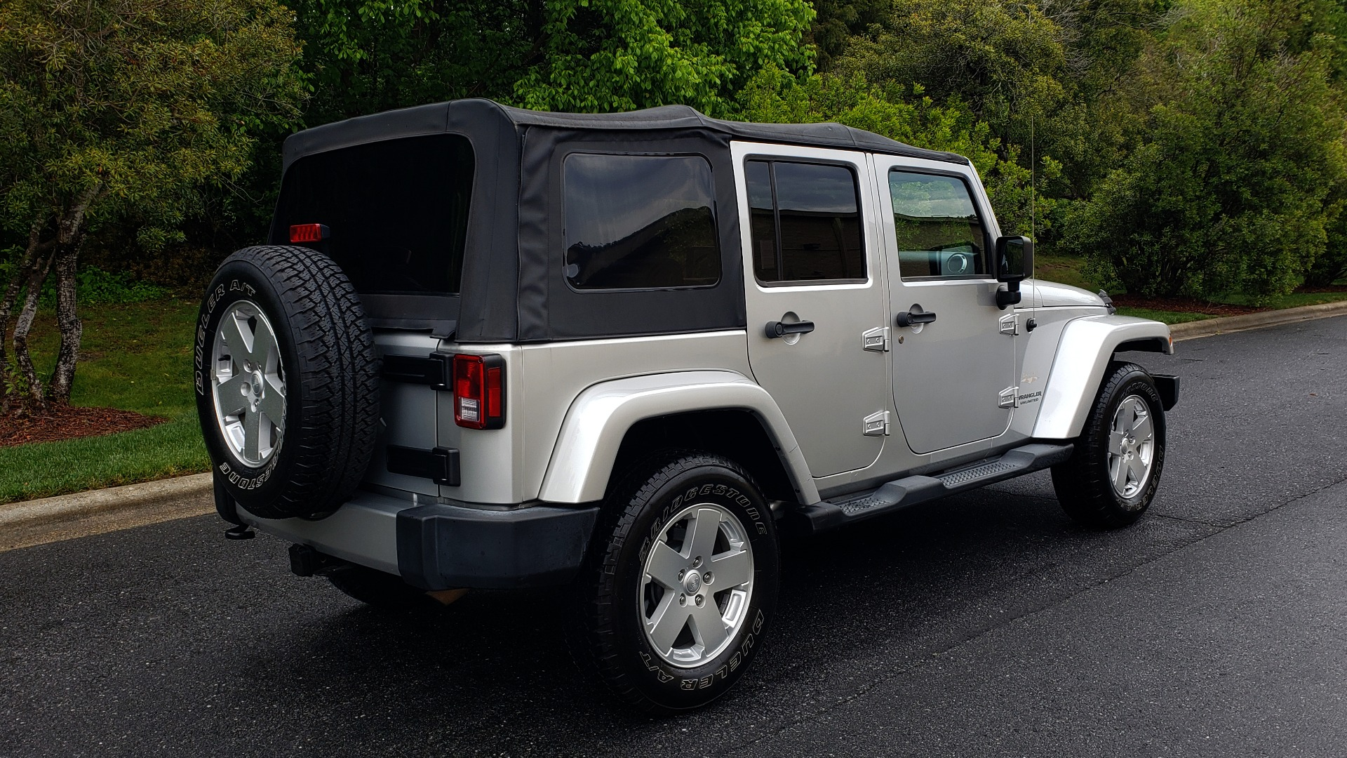 Used 2011 Jeep WRANGLER UNLIMITED SAHARA 4WD / 3-PC FREEDOM TOP / 6-SPD MANUAL for sale Sold at Formula Imports in Charlotte NC 28227 6