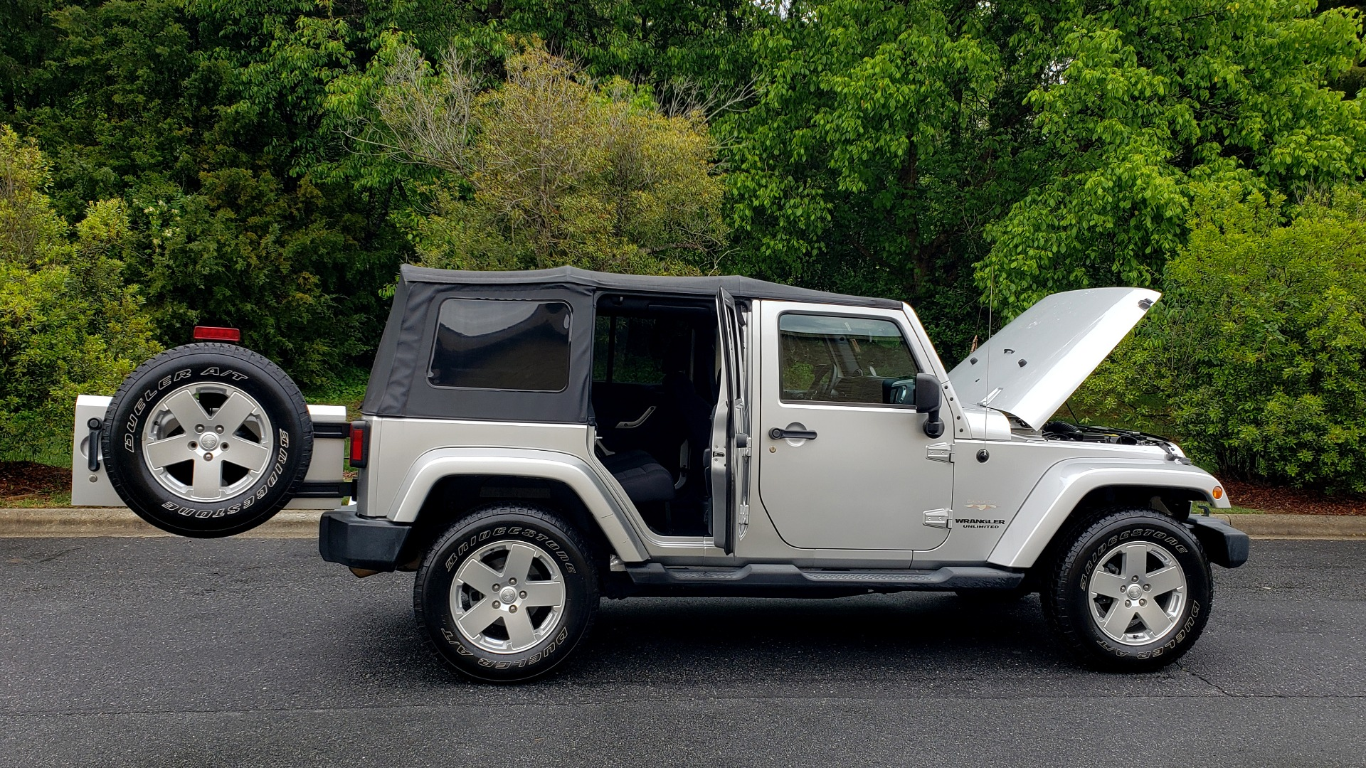 Used 2011 Jeep WRANGLER UNLIMITED SAHARA 4WD / 3-PC FREEDOM TOP / 6-SPD MANUAL for sale Sold at Formula Imports in Charlotte NC 28227 8