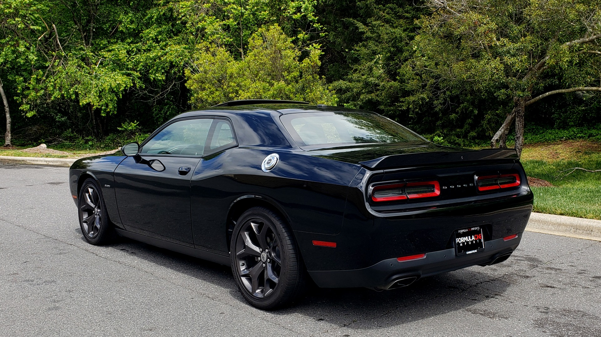 Used 2017 Dodge CHALLENGER R/T / 5.7L HEMI V8 / 8-SPD AUTO / SUNROOF / REARVIEW for sale Sold at Formula Imports in Charlotte NC 28227 3