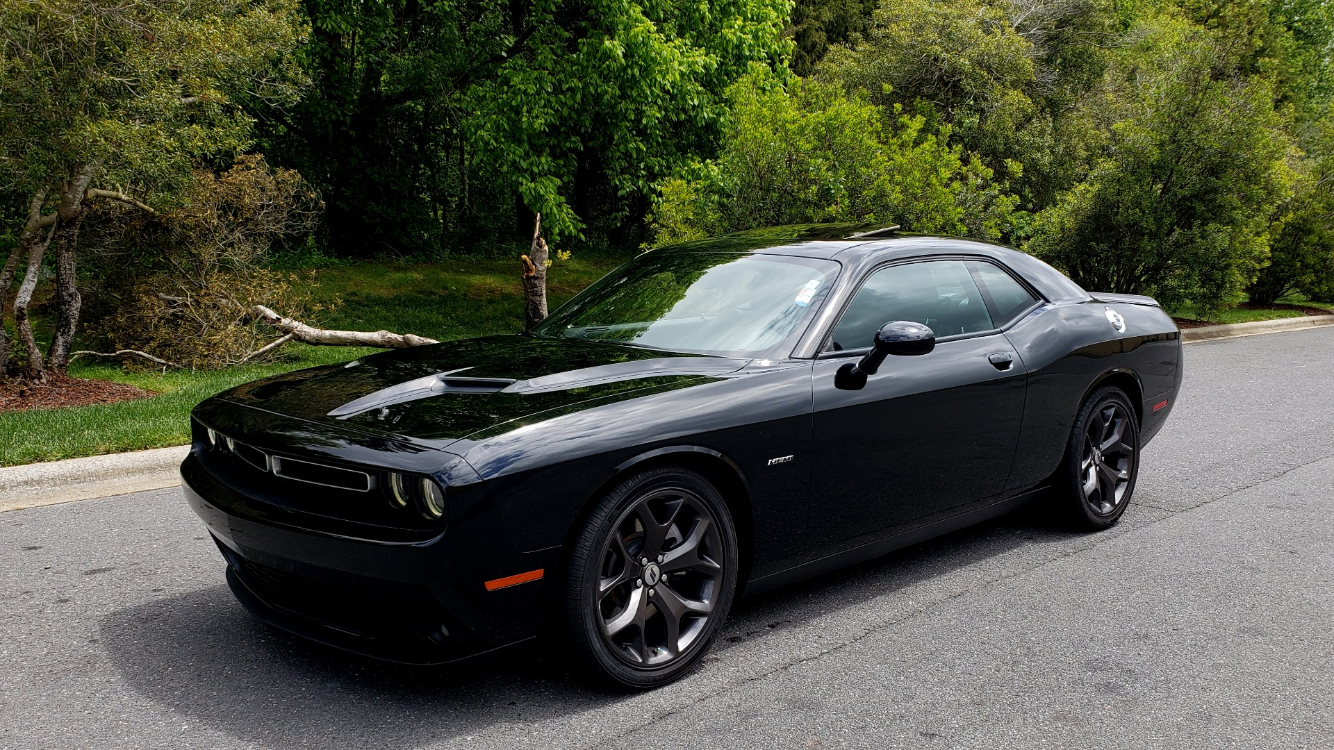 Used 2017 Dodge CHALLENGER R/T / 5.7L HEMI V8 / 8-SPD AUTO / SUNROOF / REARVIEW for sale Sold at Formula Imports in Charlotte NC 28227 1